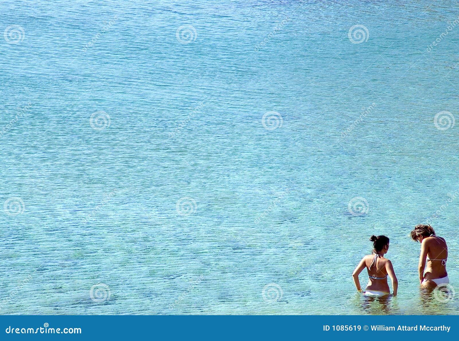 Muchachas en el mar