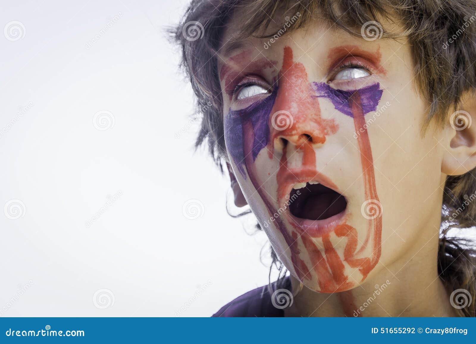 Muchacho con la cara pintada arte de la cara del zombi for Cara pintada diablo