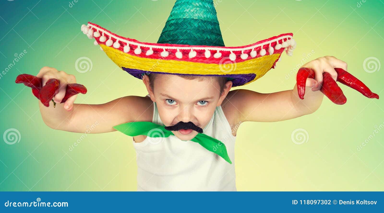 Muchacho Divertido Con Un Bigote Falso Y En Juegos Mexicanos Del