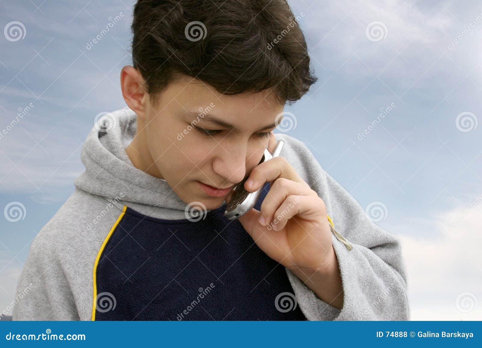 Muchacho en el teléfono