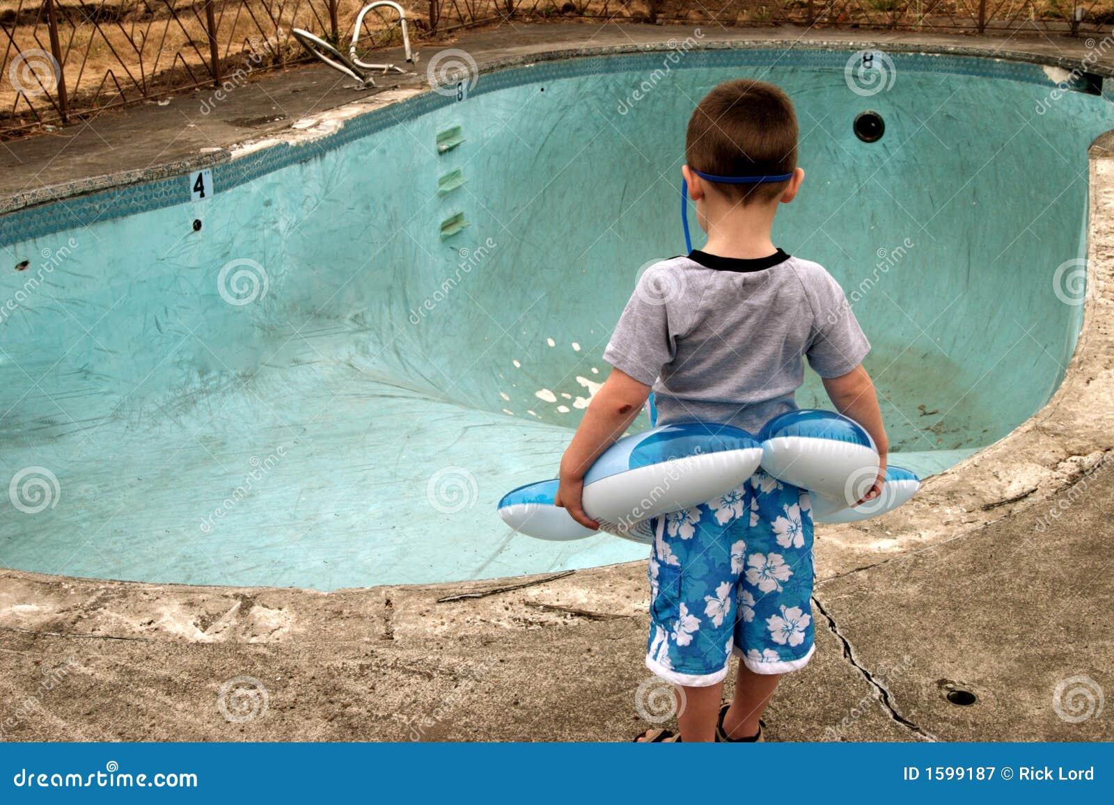 Muchacho en la piscina