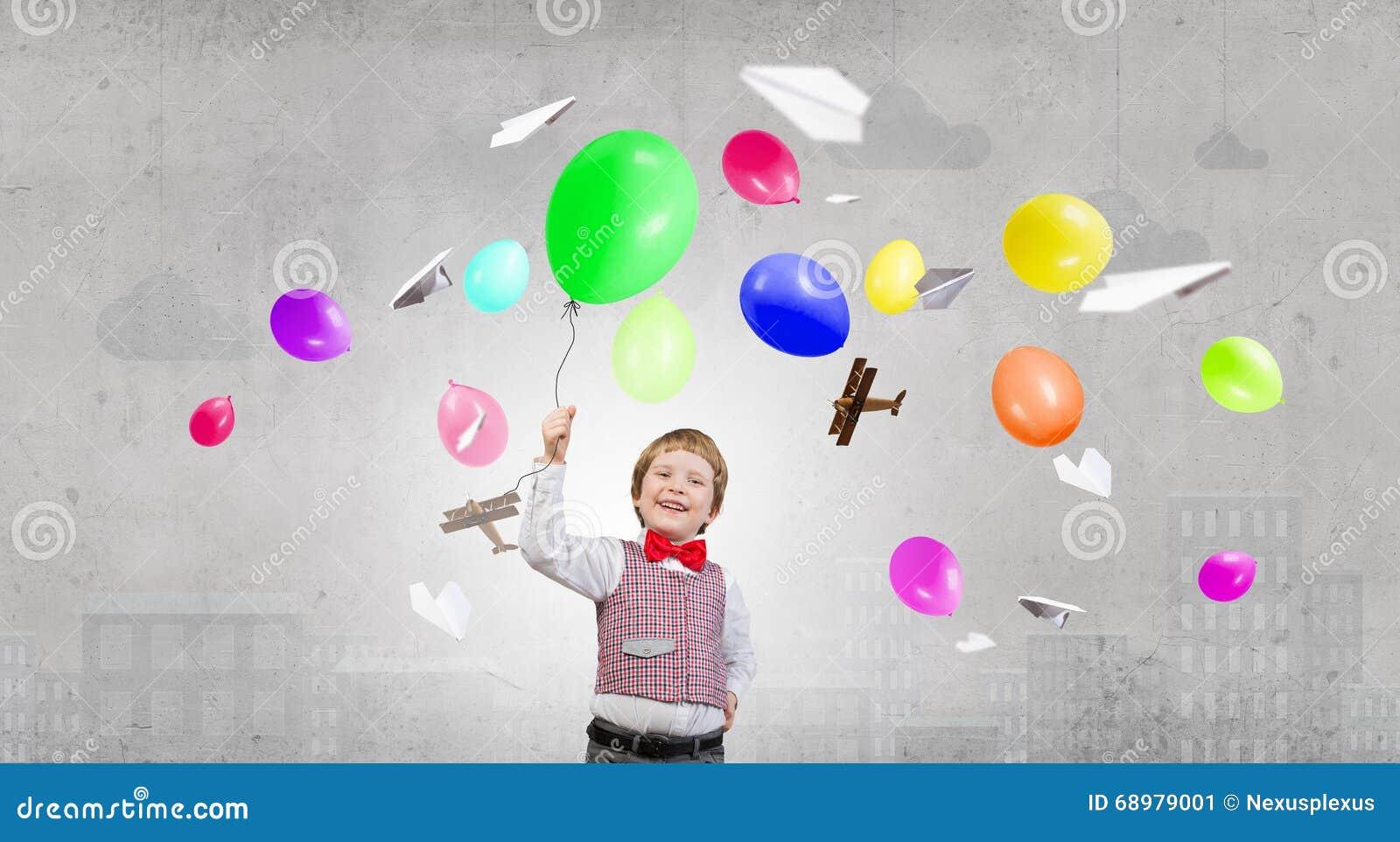 Muchacho feliz del preschooler