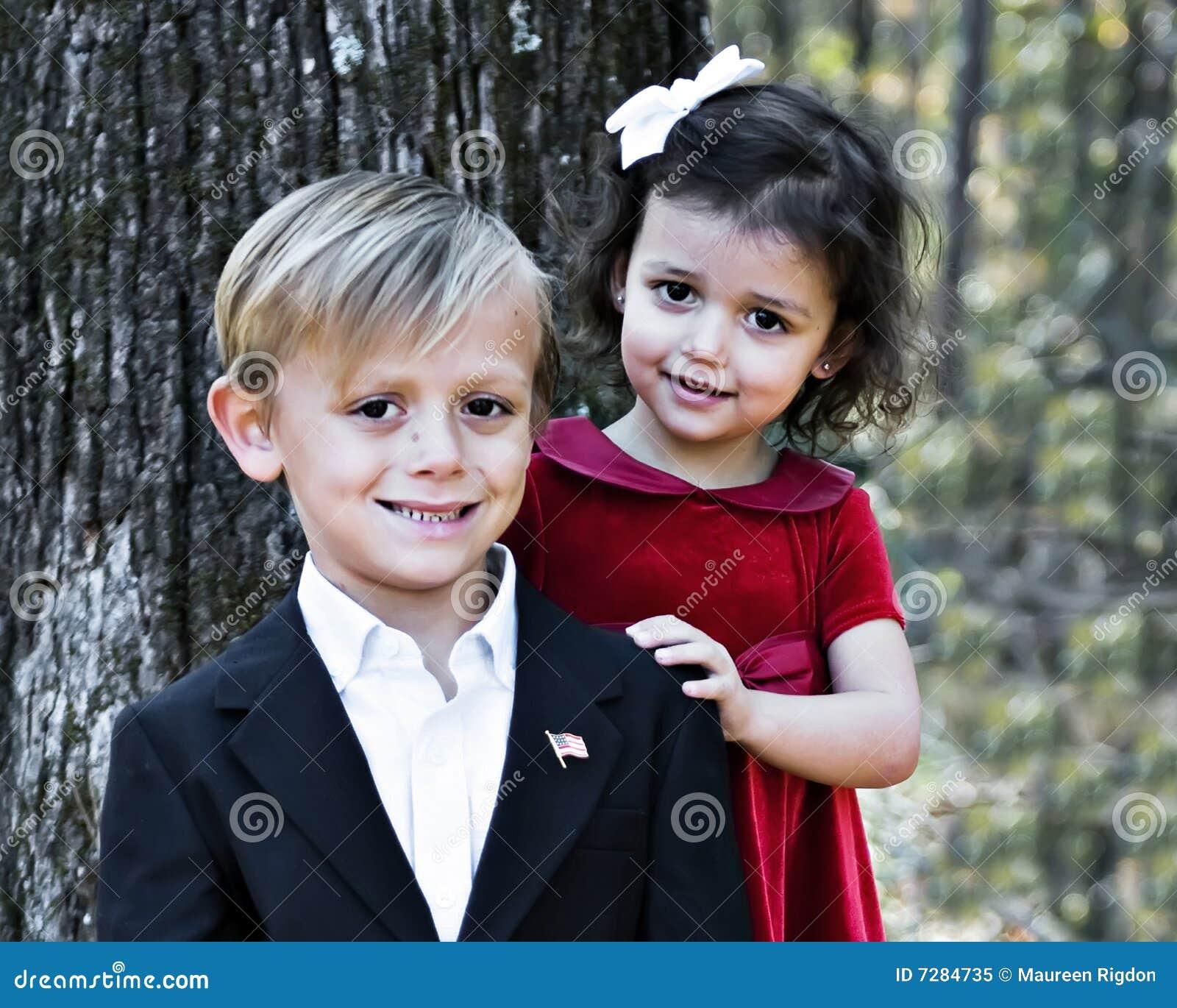 Muchacho hermoso y muchacha bonita