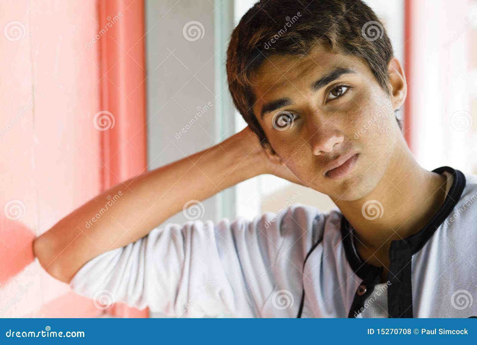 Muchacho indio adolescente