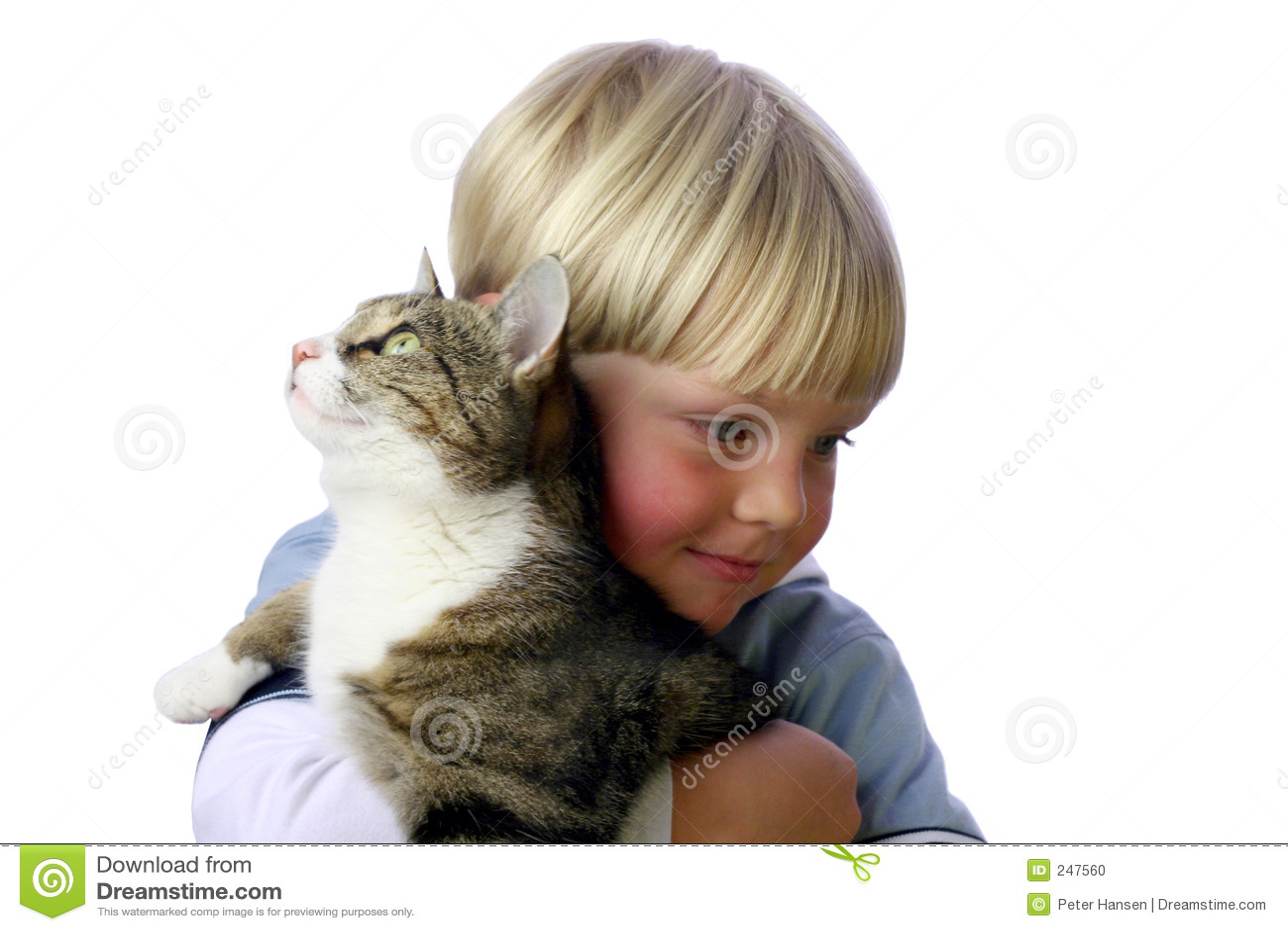 Muchacho joven con el gato
