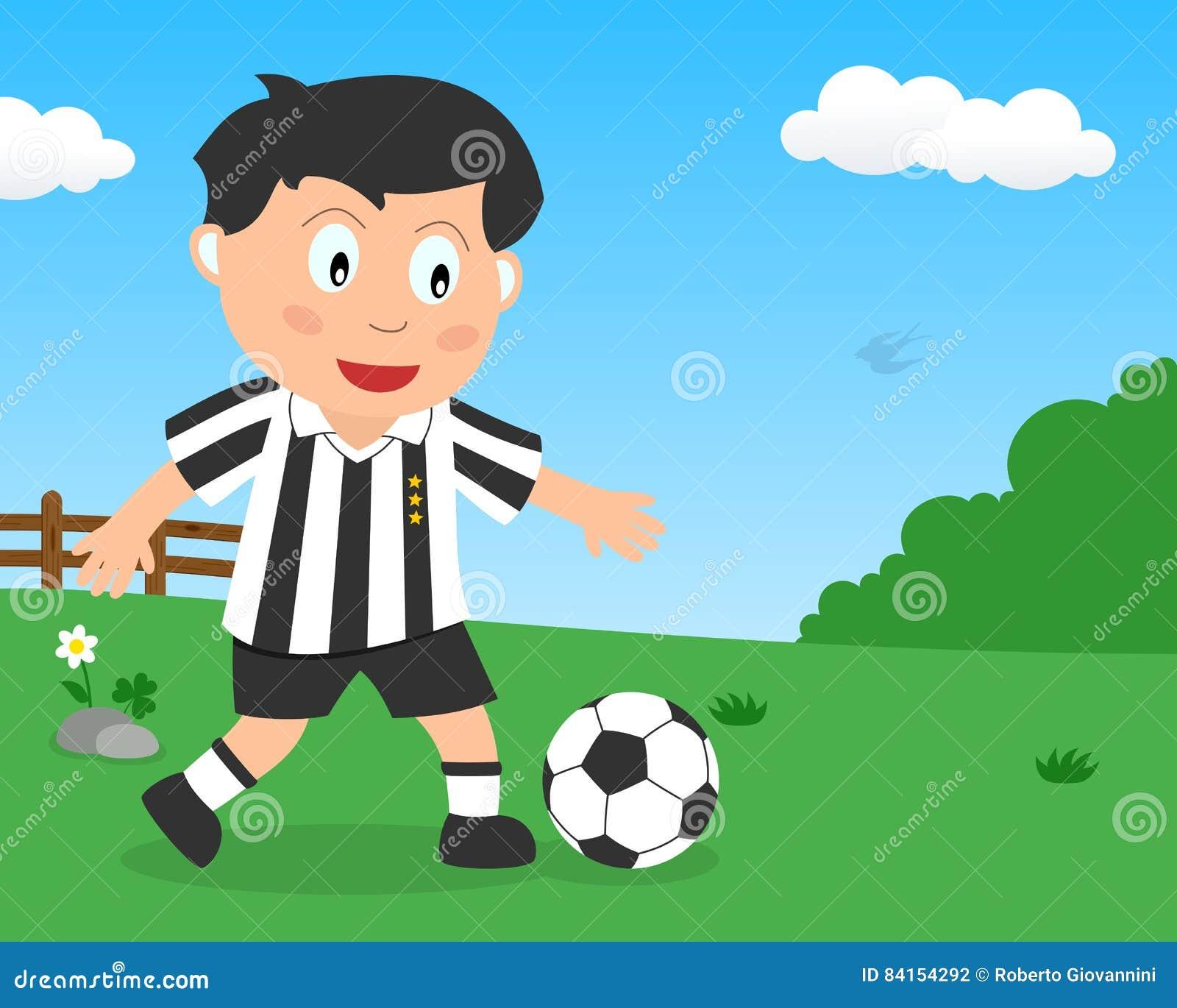 Muchacho lindo que juega a fútbol en el parque
