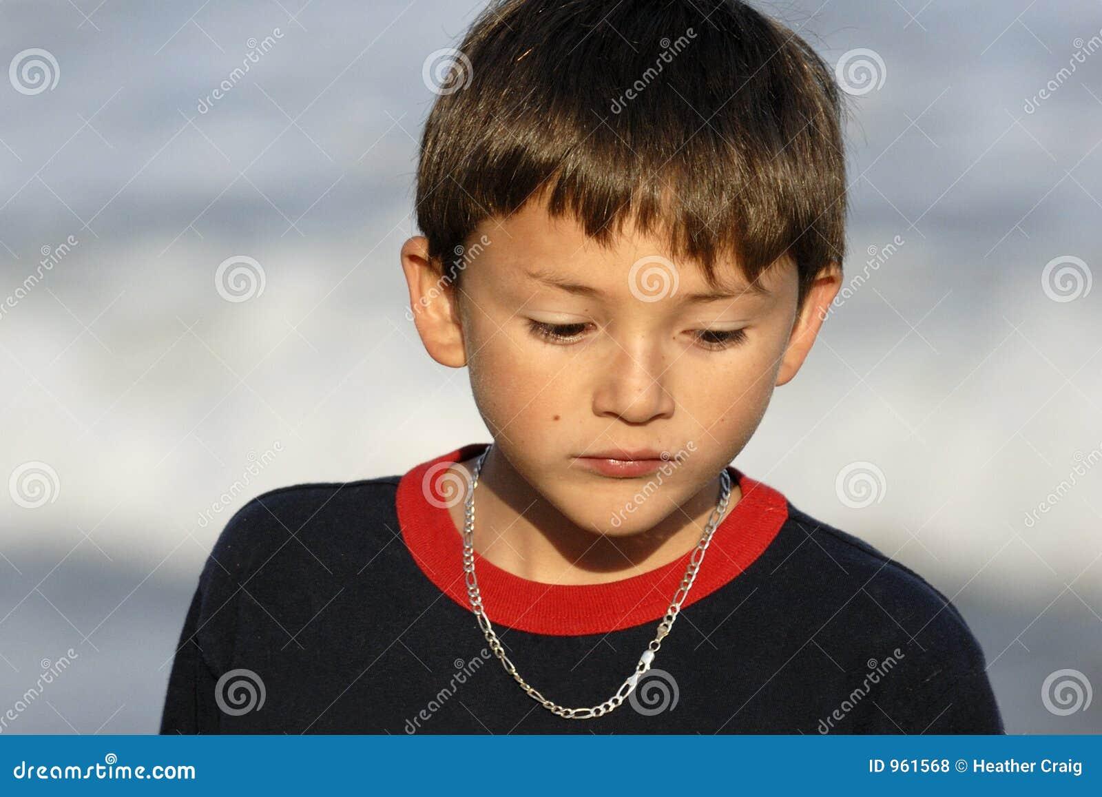 Muchacho que parece triste
