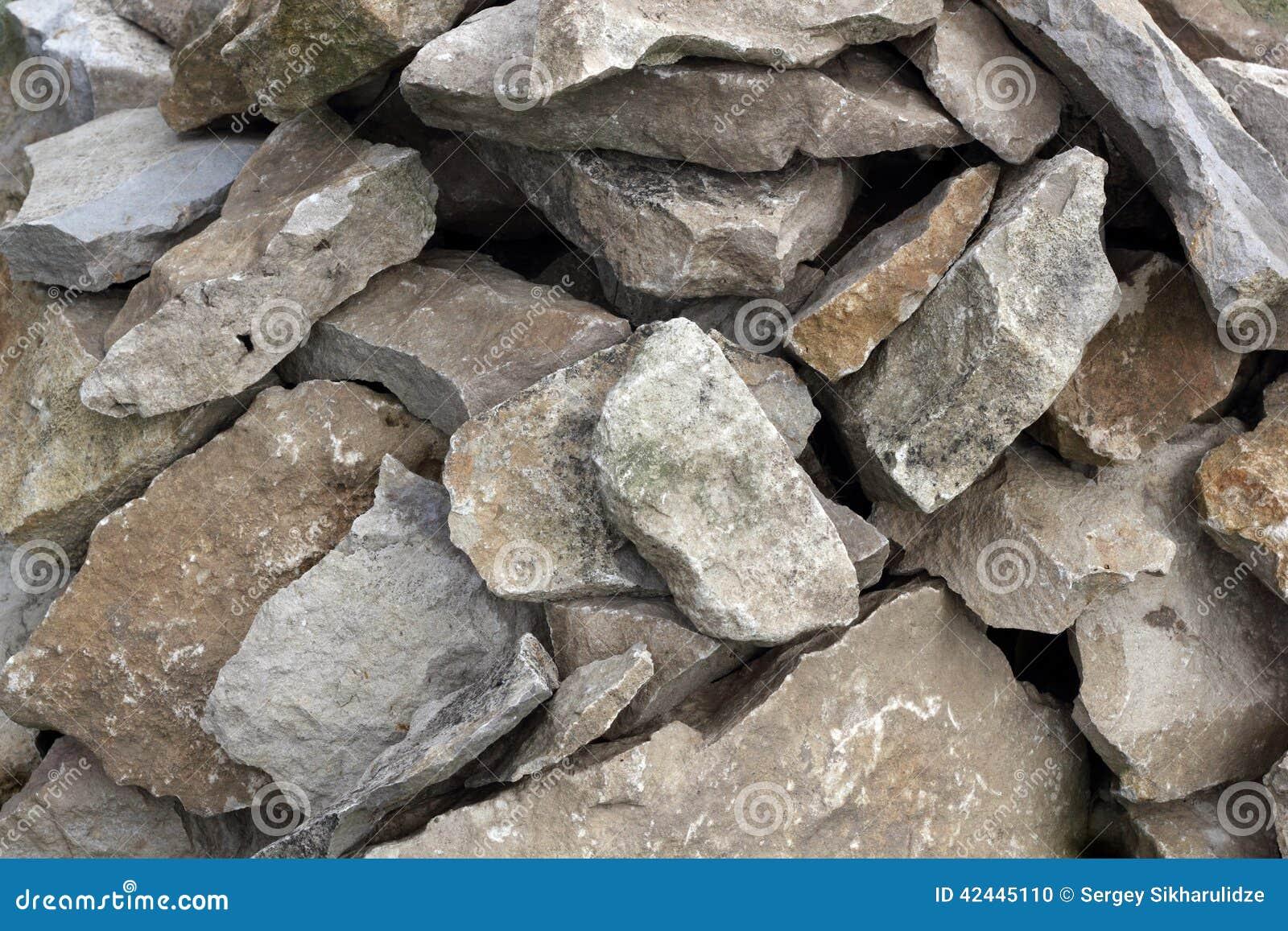 Muchas rocas ásperas
