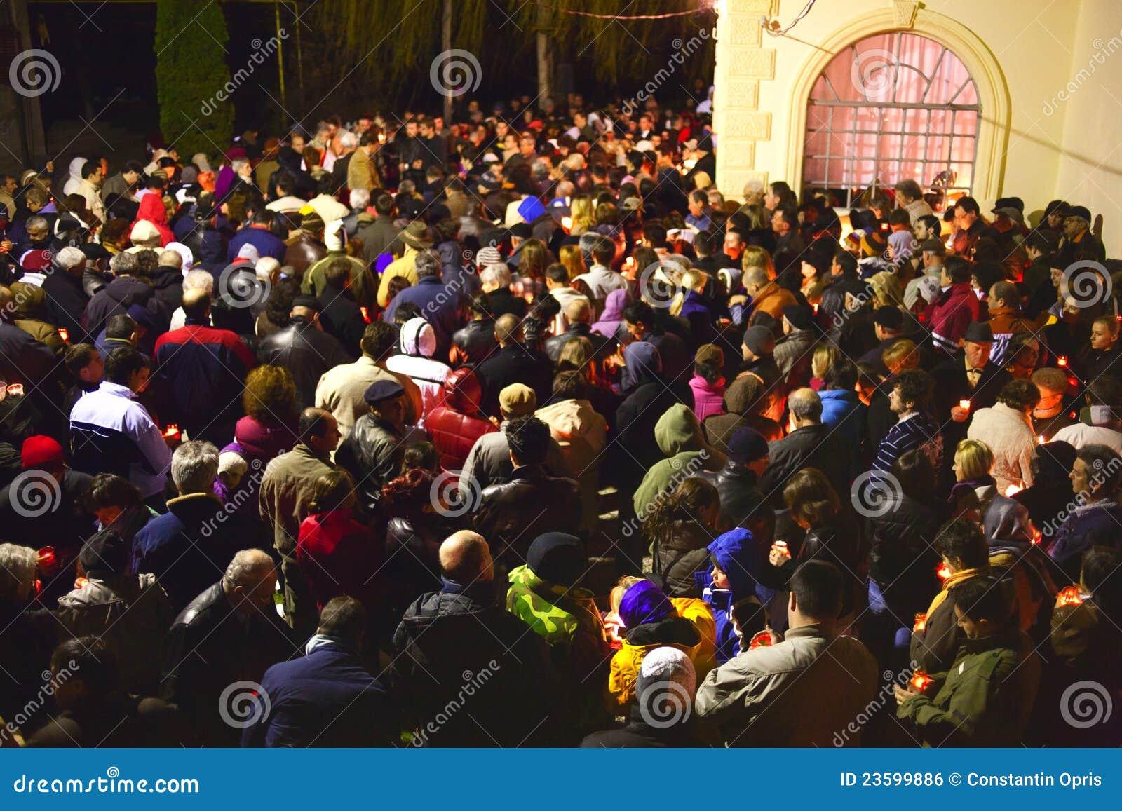 Muchedumbre de la iglesia de Pascua