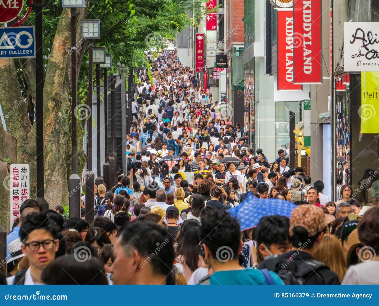 Muchedumbre de las compras