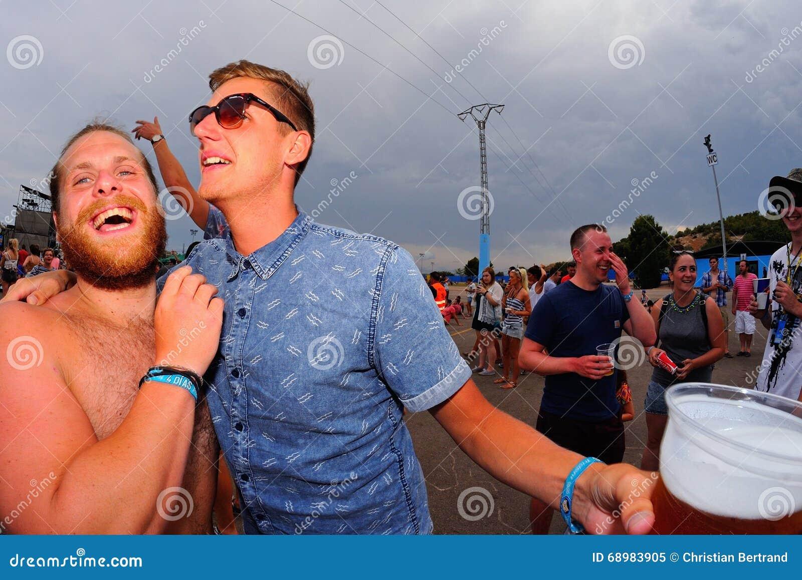 Muchedumbre en un concierto en el festival de la BOLA