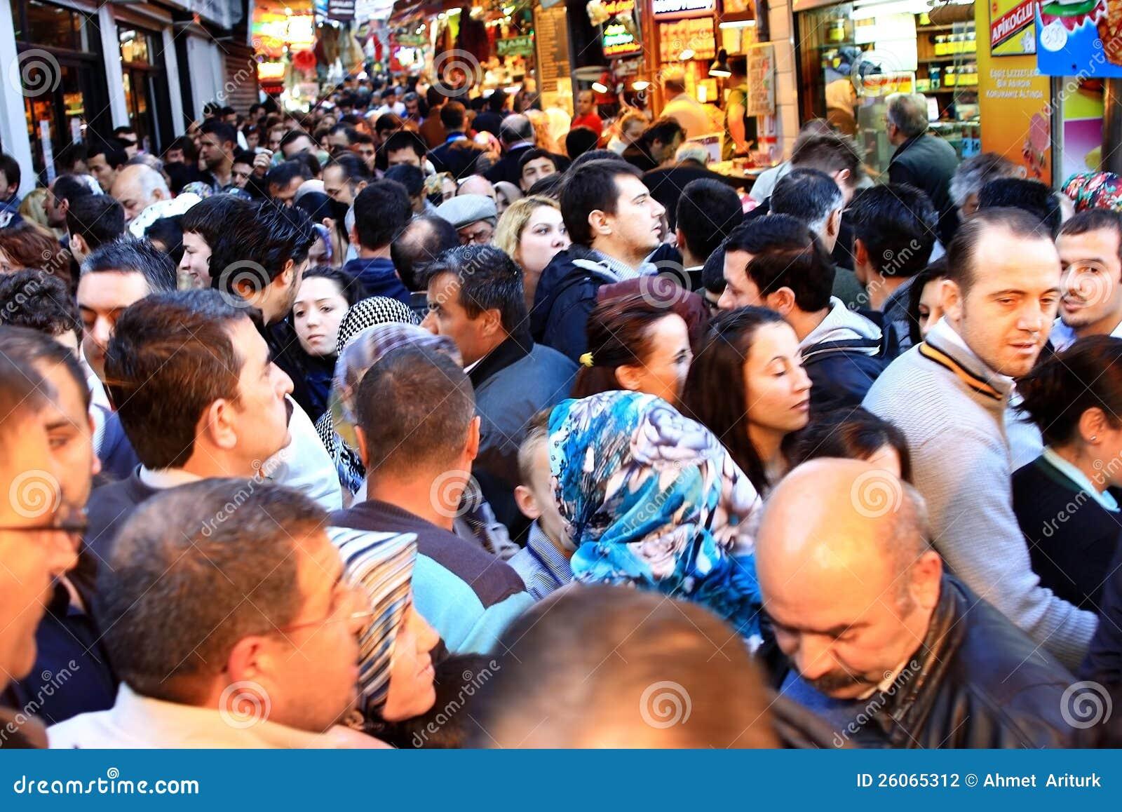 Muchedumbres en Tahtakale, Estambul