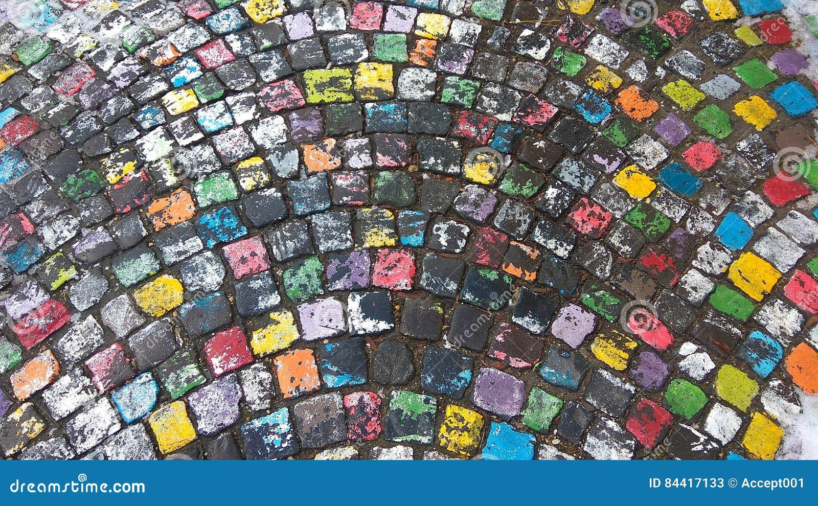 Muchos Colorearon El Pavimento Pintado De La Piedra Del Adoquín En ...