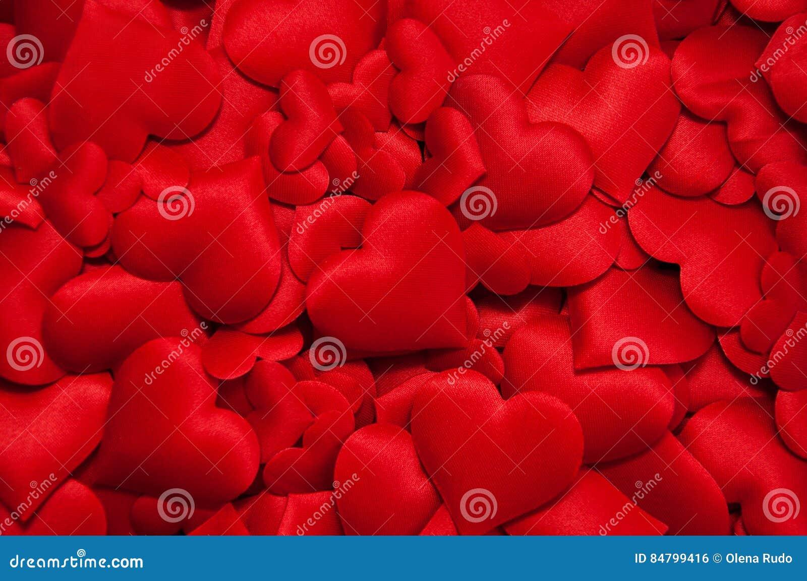 Muchos corazones rojos