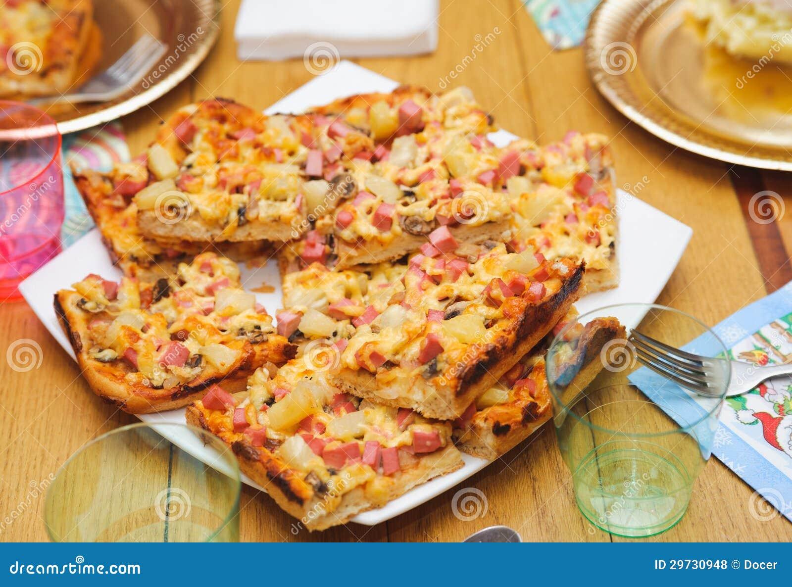 Muchos peque os pedazos de pizza hecha a mano comida - Fotos de comodas ...