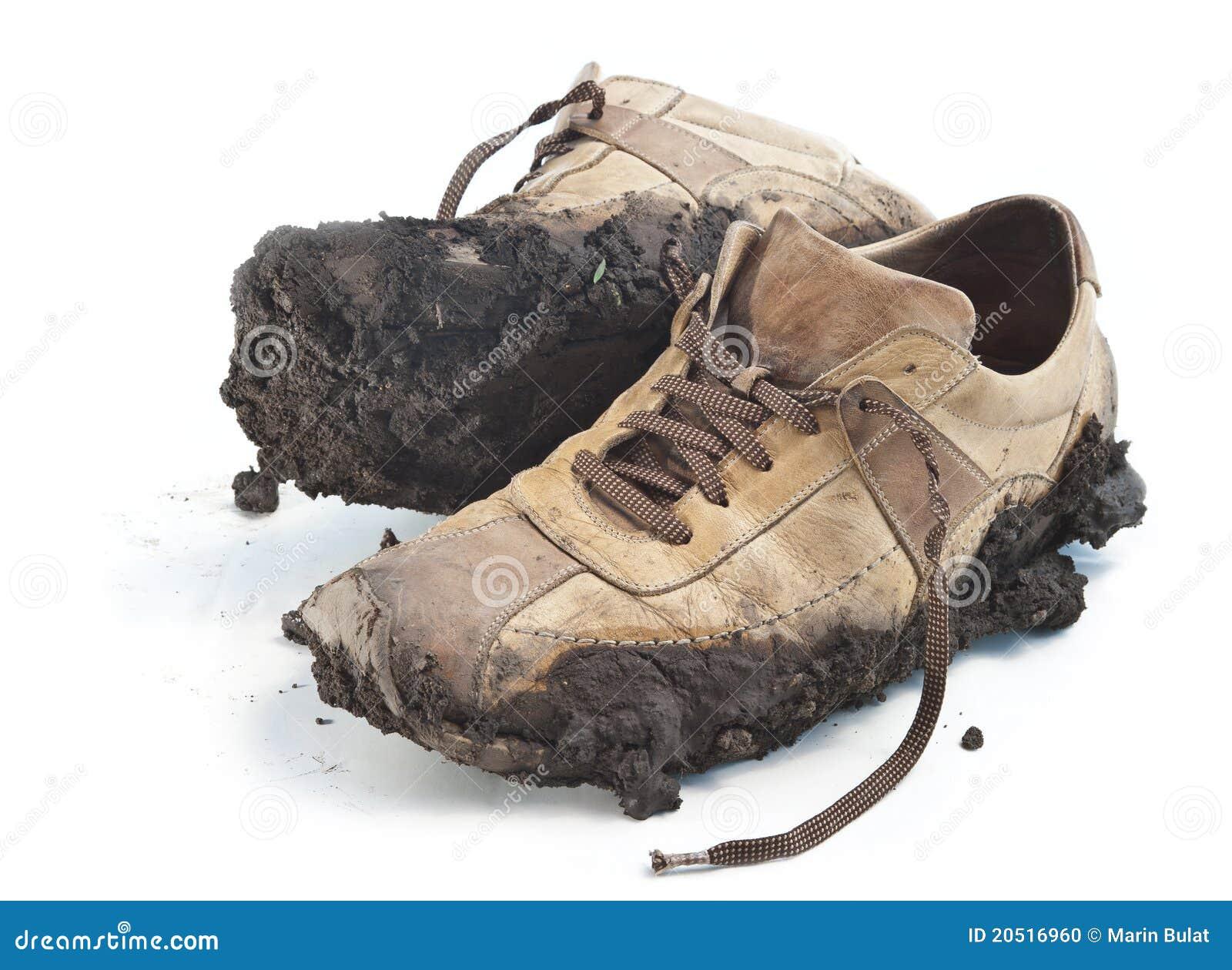 Целовать грязную обувь 5 фотография