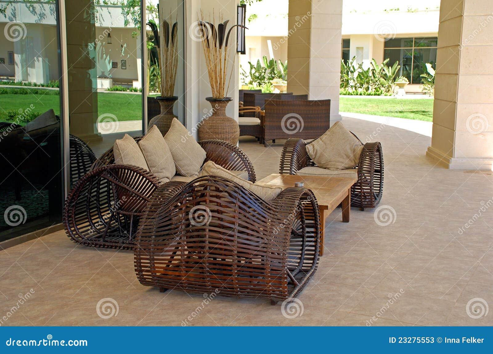 Muebles al aire libre de mimbre en centro tur stico de for Muebles de mimbre en valencia