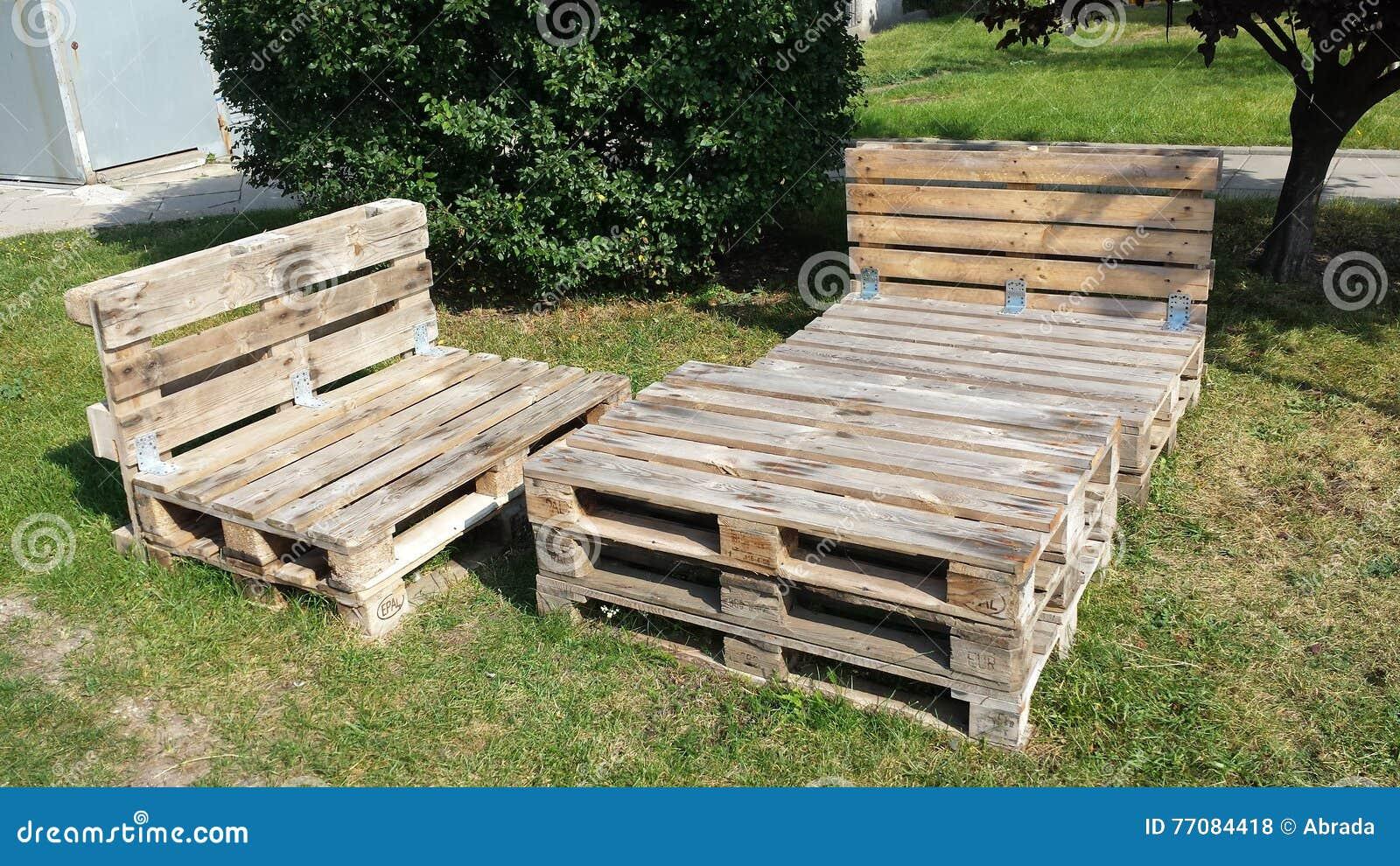 Muebles Con Las Plataformas De Madera Foto De Archivo Imagen De  # Muebles Cultivados
