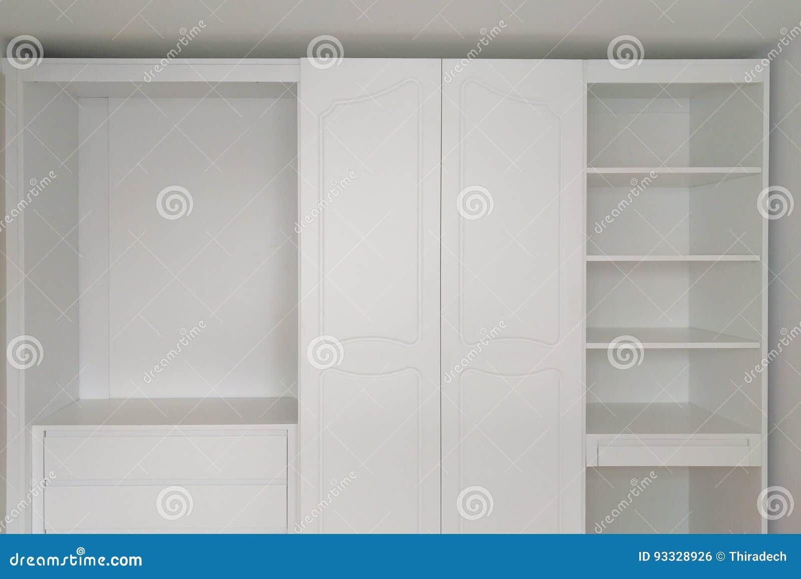 Muebles de madera blancos clásicos hermosos