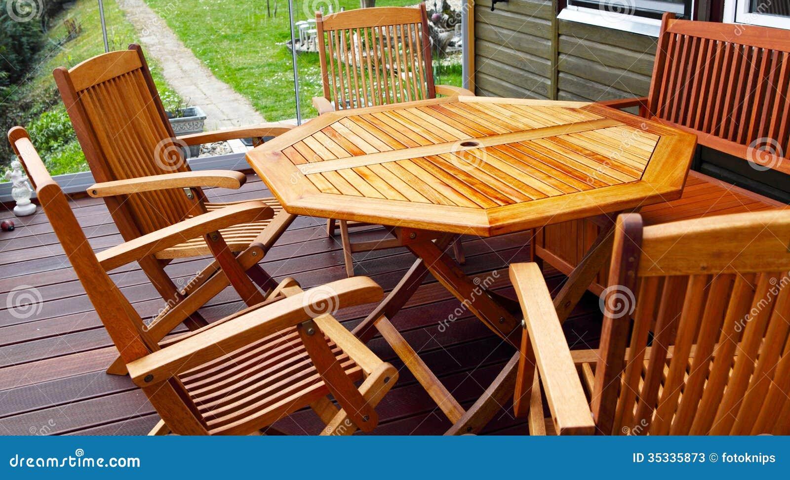 Muebles de madera del patio imagen de archivo imagen for Muebles de madera para patio