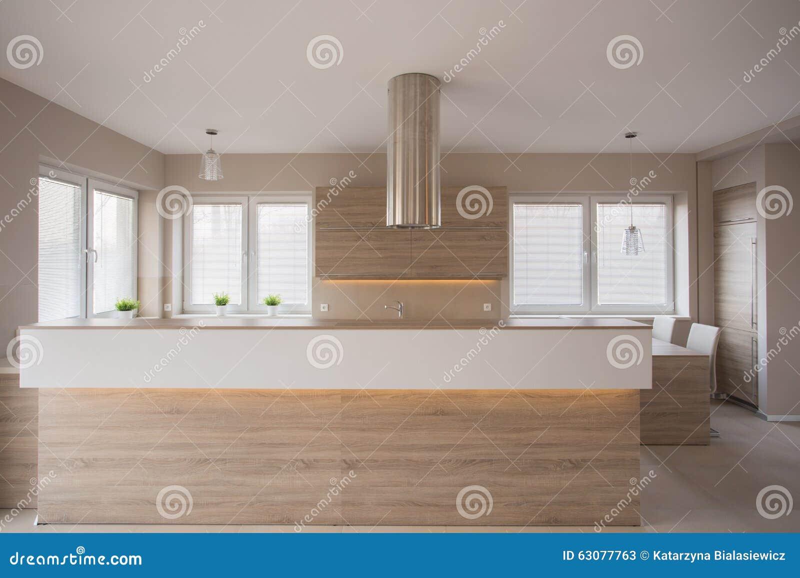 Muebles de madera en cocina de lujo foto de archivo - Muebles de cocina de lujo ...