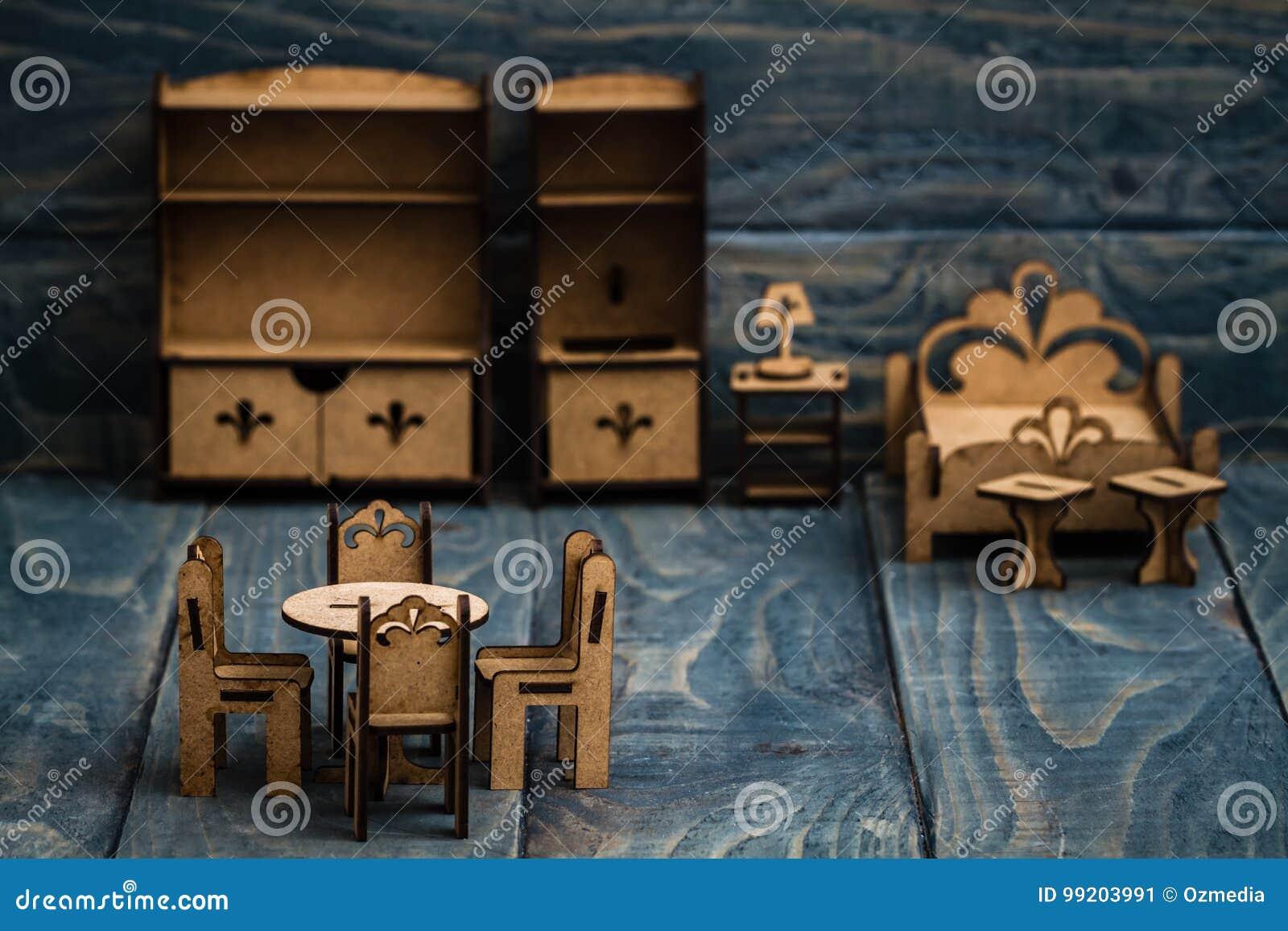 Muebles De Madera Miniatura Para Que Niños Pinten Y Gocen Imagen de ...