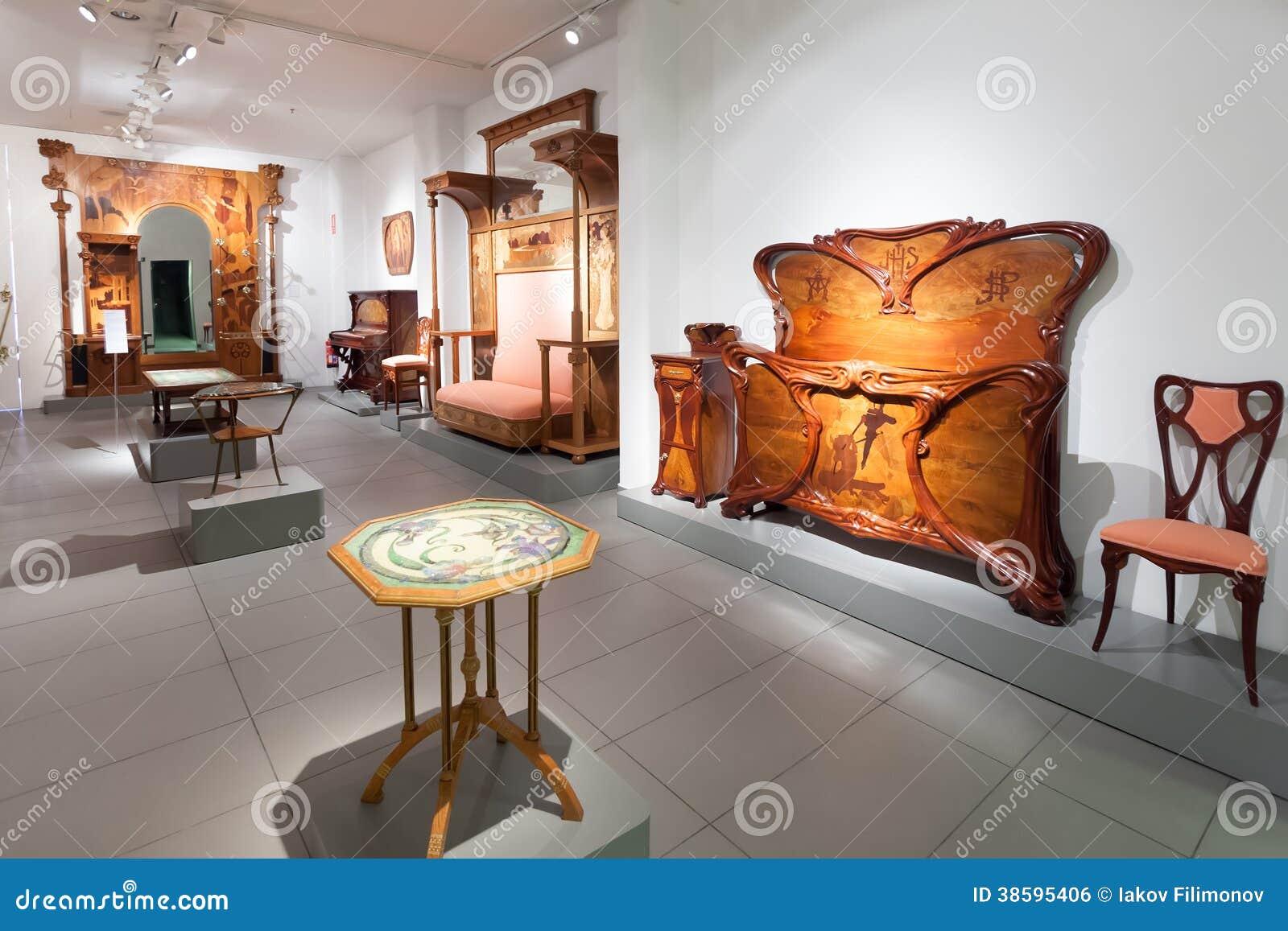 Muebles en el interior de museo de modernismo catalan foto for Muebles de diseno barcelona