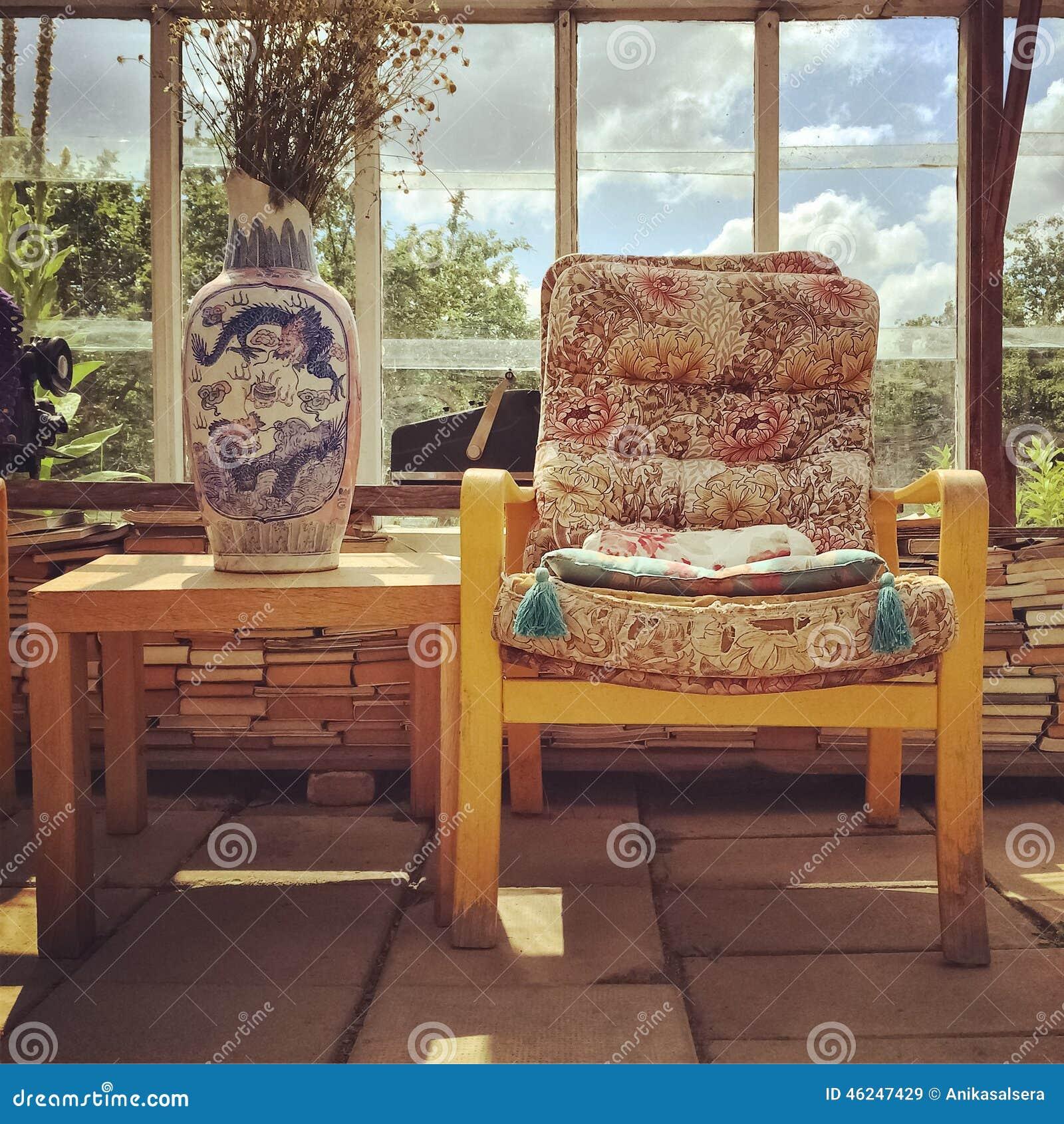 Muebles retros del estilo en una casa de campo foto de - Muebles casa de campo ...