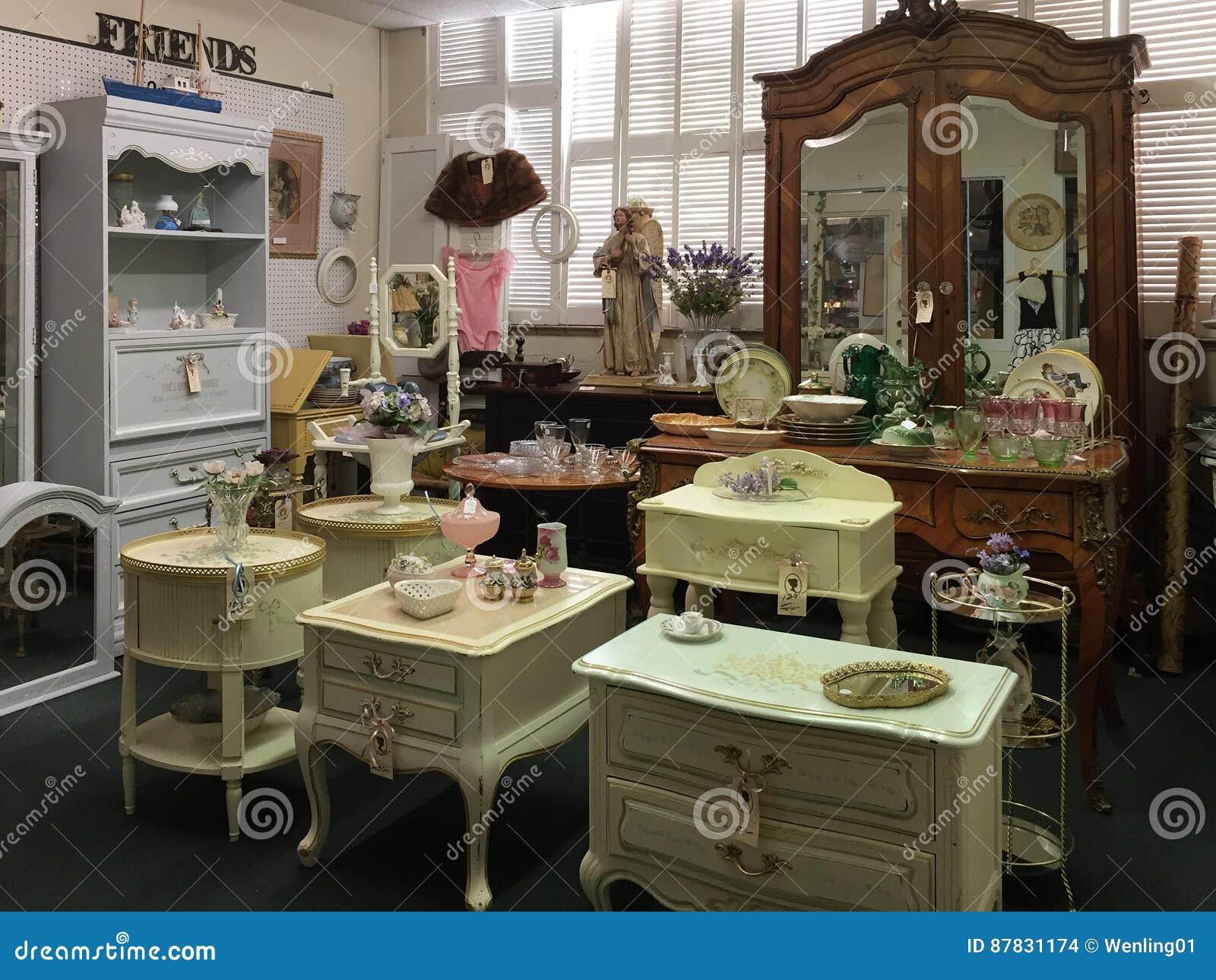 Muebles Viejos Para La Venta En La Tienda Antigua Imagen De  # Muebles Viejos Gratis