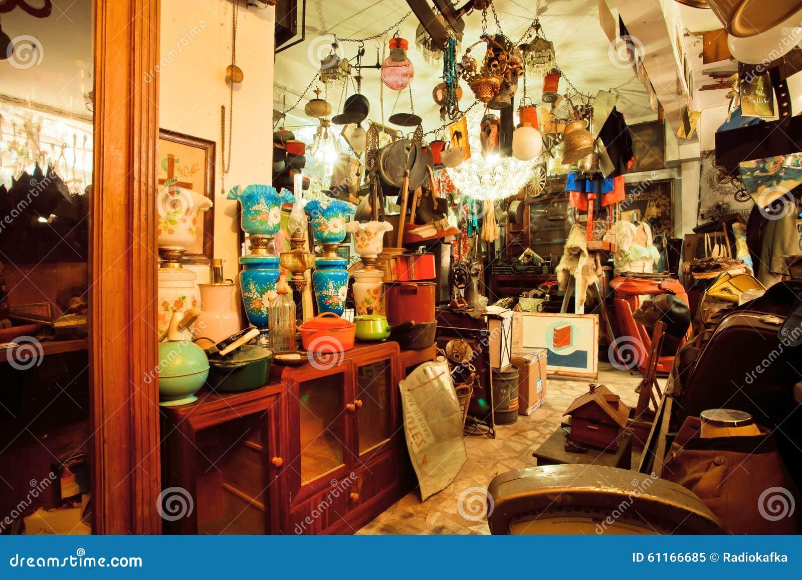 Muebles y antig edades del vintage en tienda de segunda for Muebles vintage segunda mano