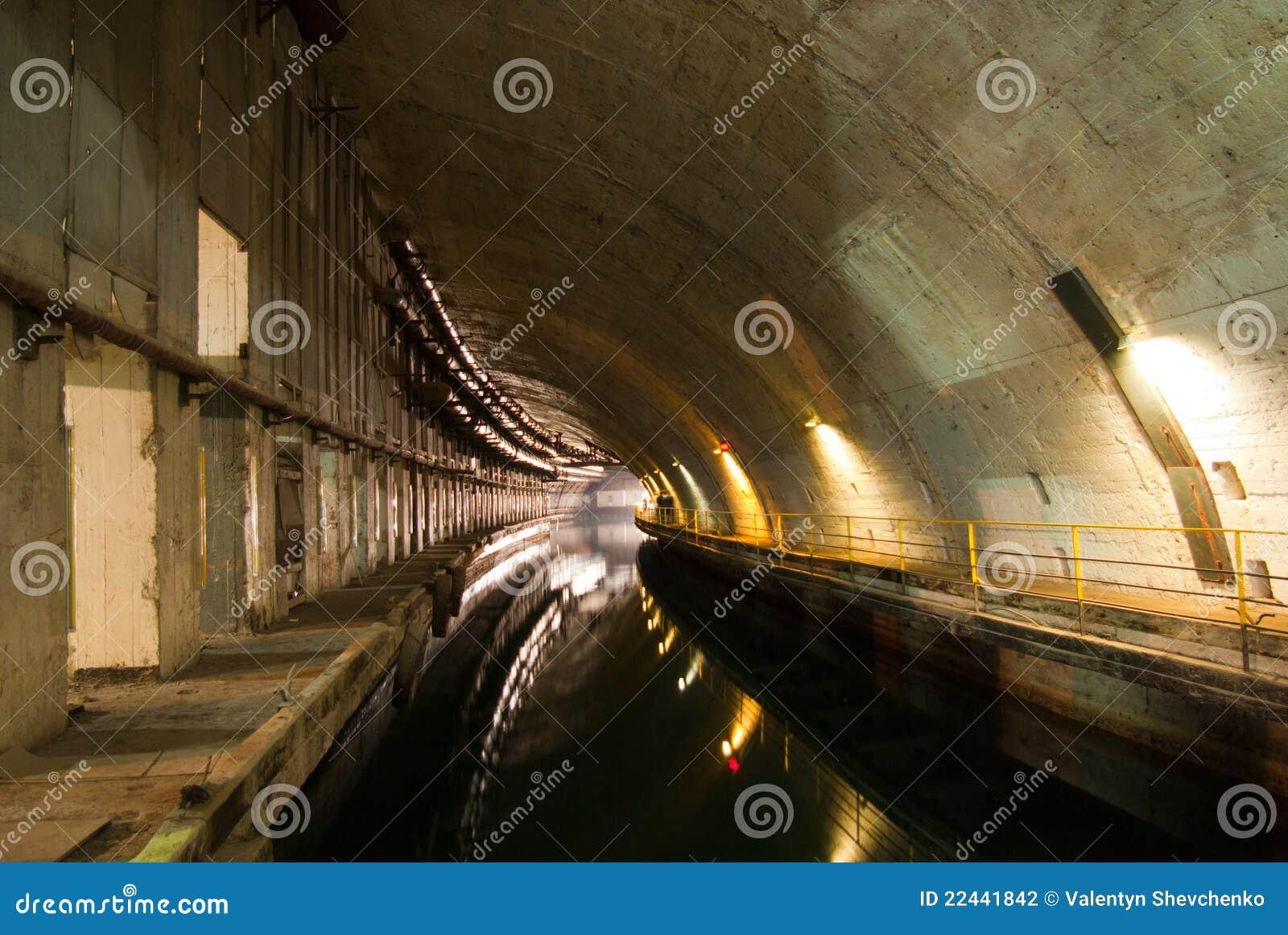 Muellaje submarino militar de la reparación