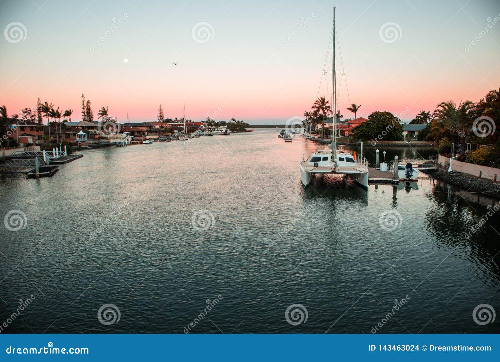Muelle del barco de la puesta del sol