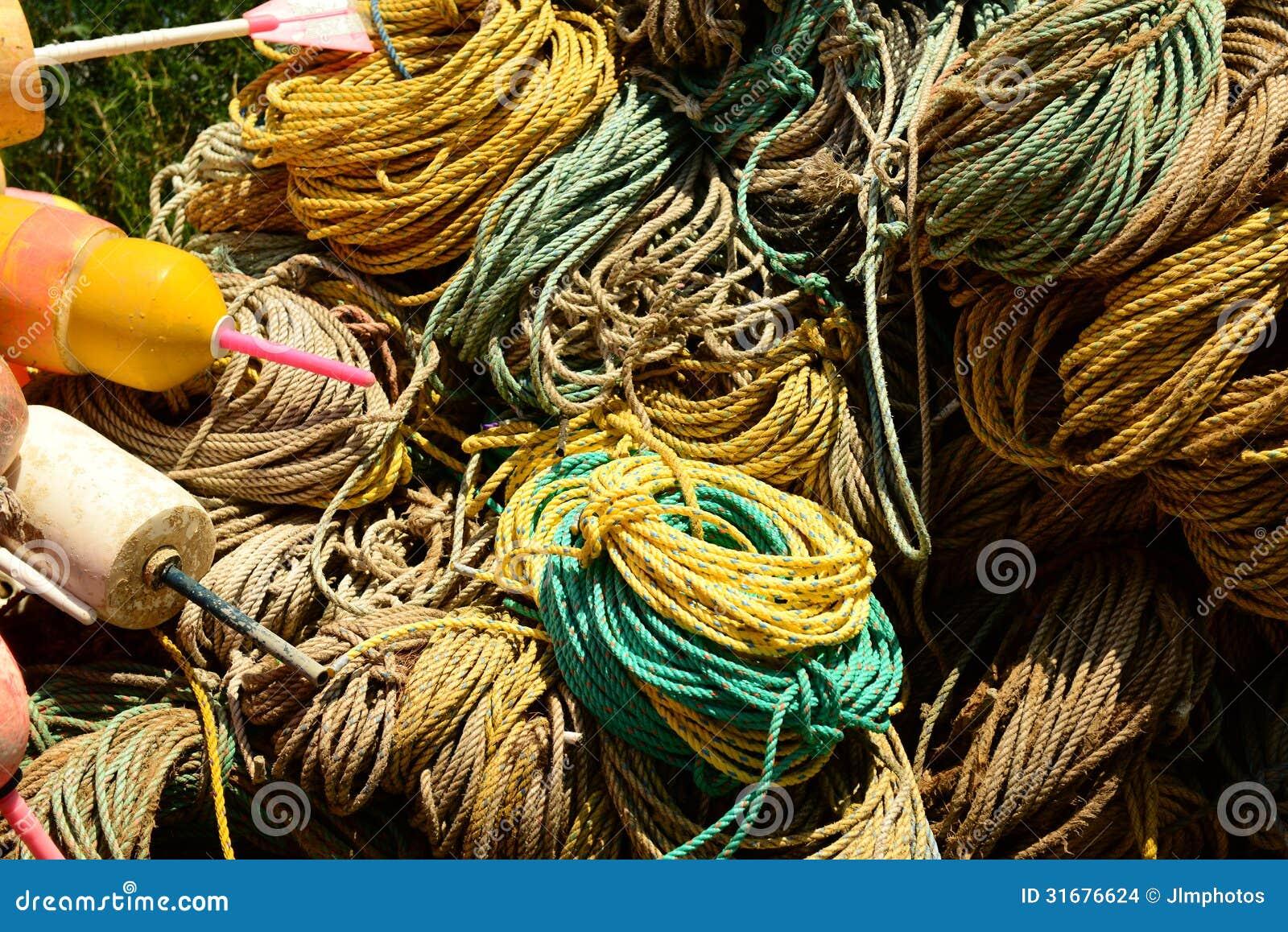 Muelle por completo de la cuerda usada en el comercio de la pesca