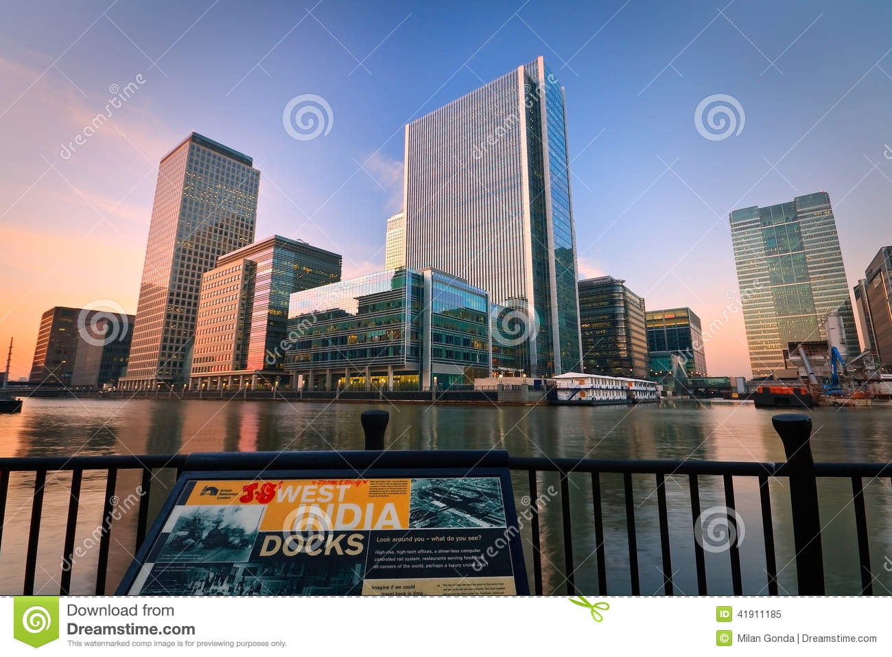 Muelle y Canary Wharf del sur, Londres