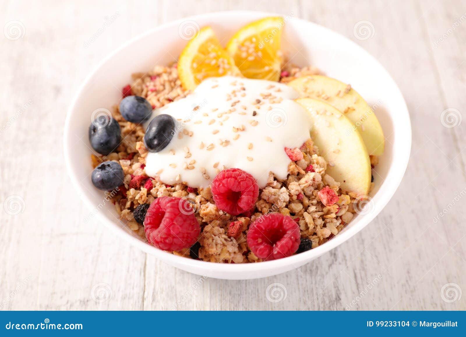Muesli、果子和酸奶