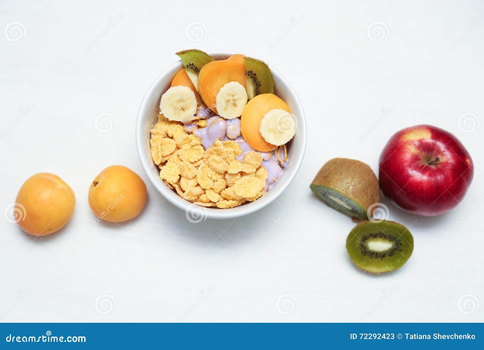 Download Muesli и ягода, здоровый завтрак Стоковое Изображение - изображение насчитывающей питание, никто: 72292423