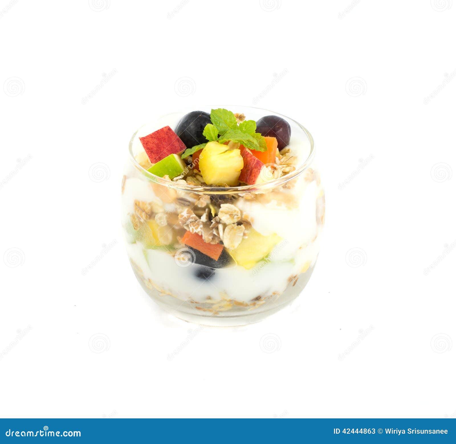 Muesli con las frutas frescas y el yogur