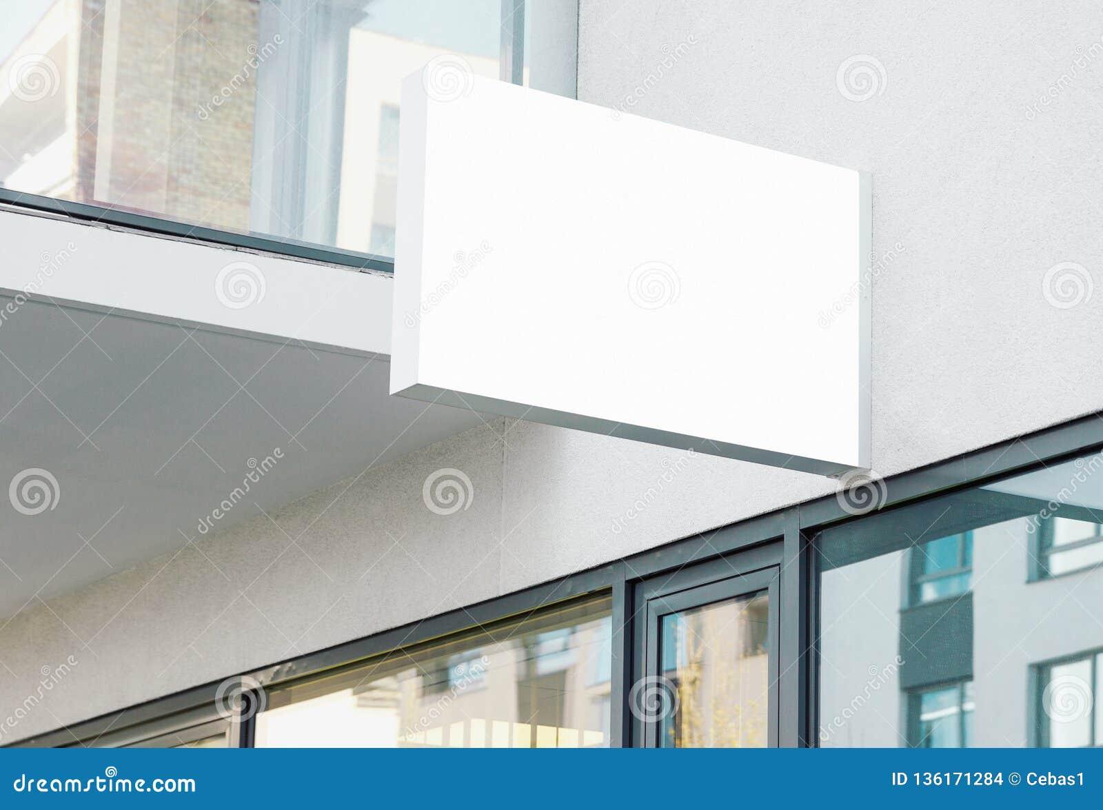 Muestra colgante moderna de la pared de la compañía del espacio en blanco con el espacio blanco de la copia