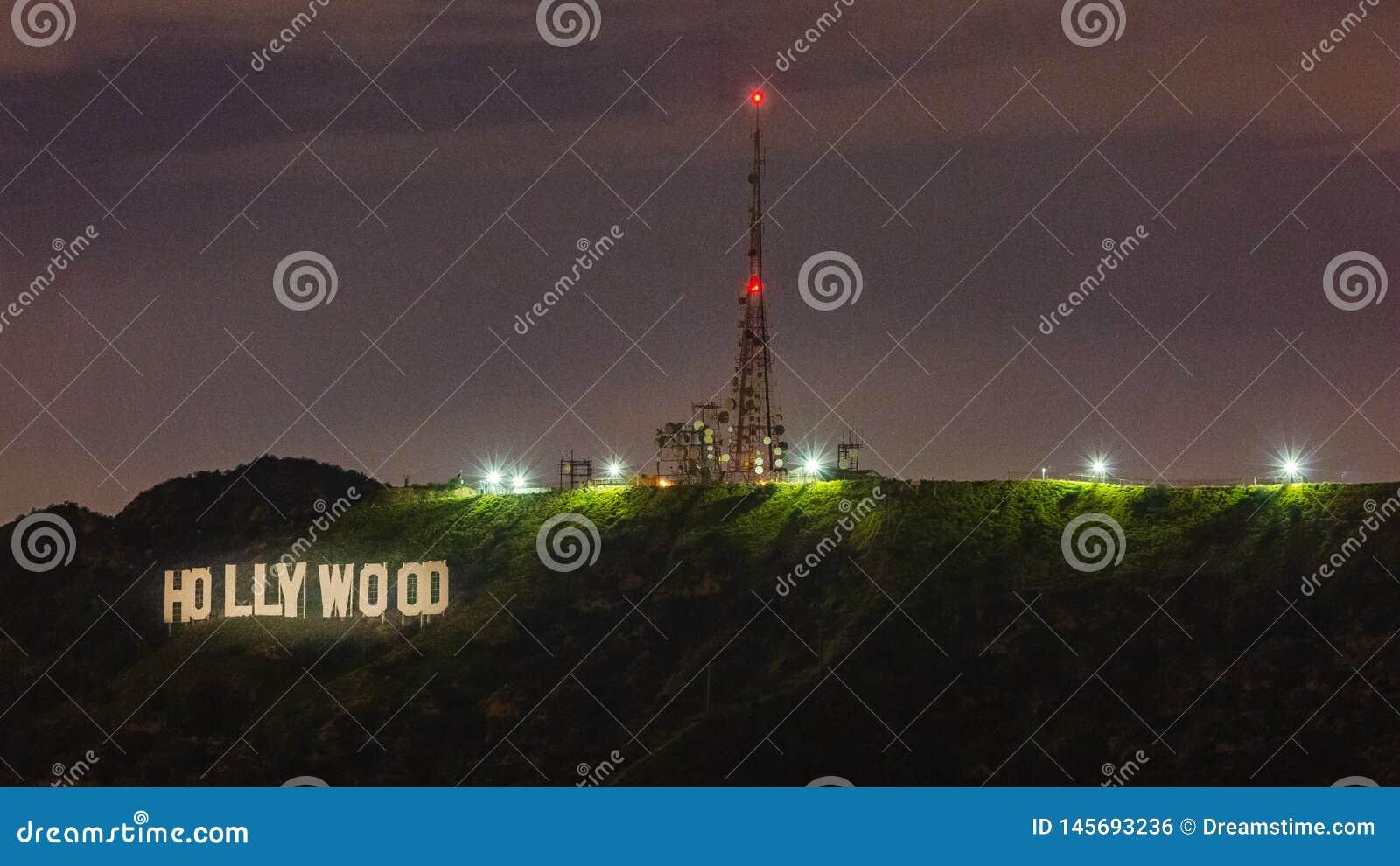 Muestra de Hollywood en la noche