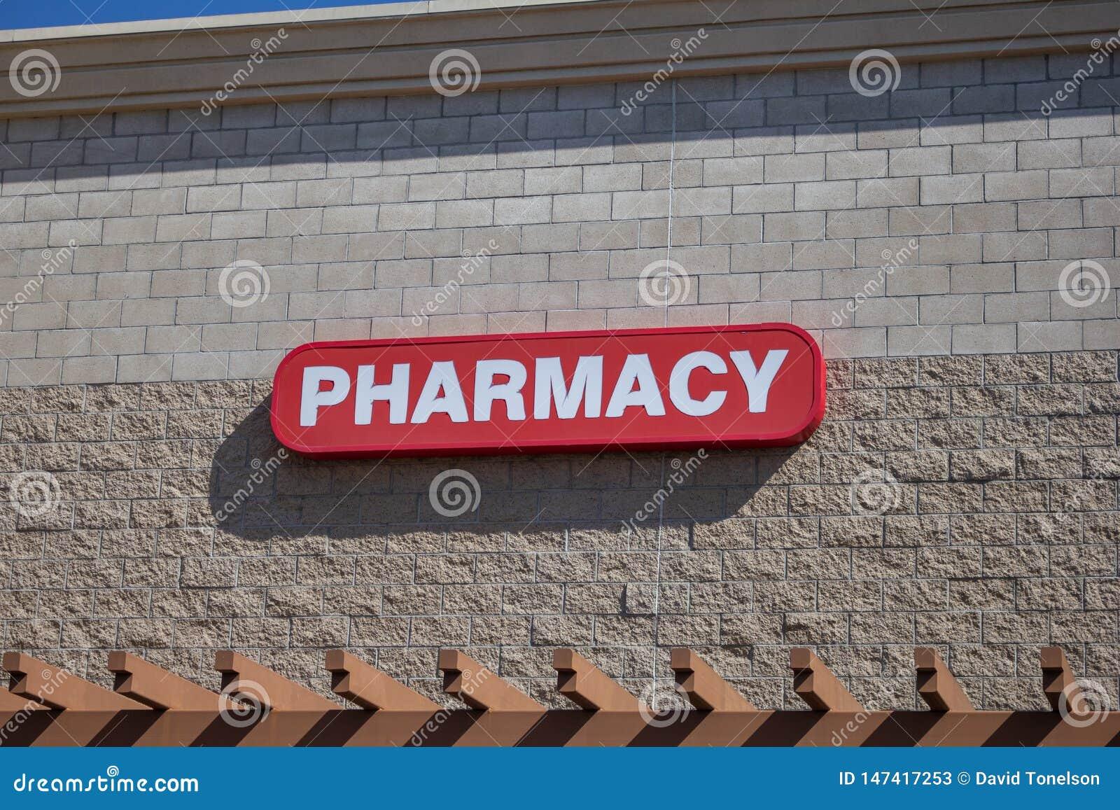 Muestra de la farmacia en el edificio