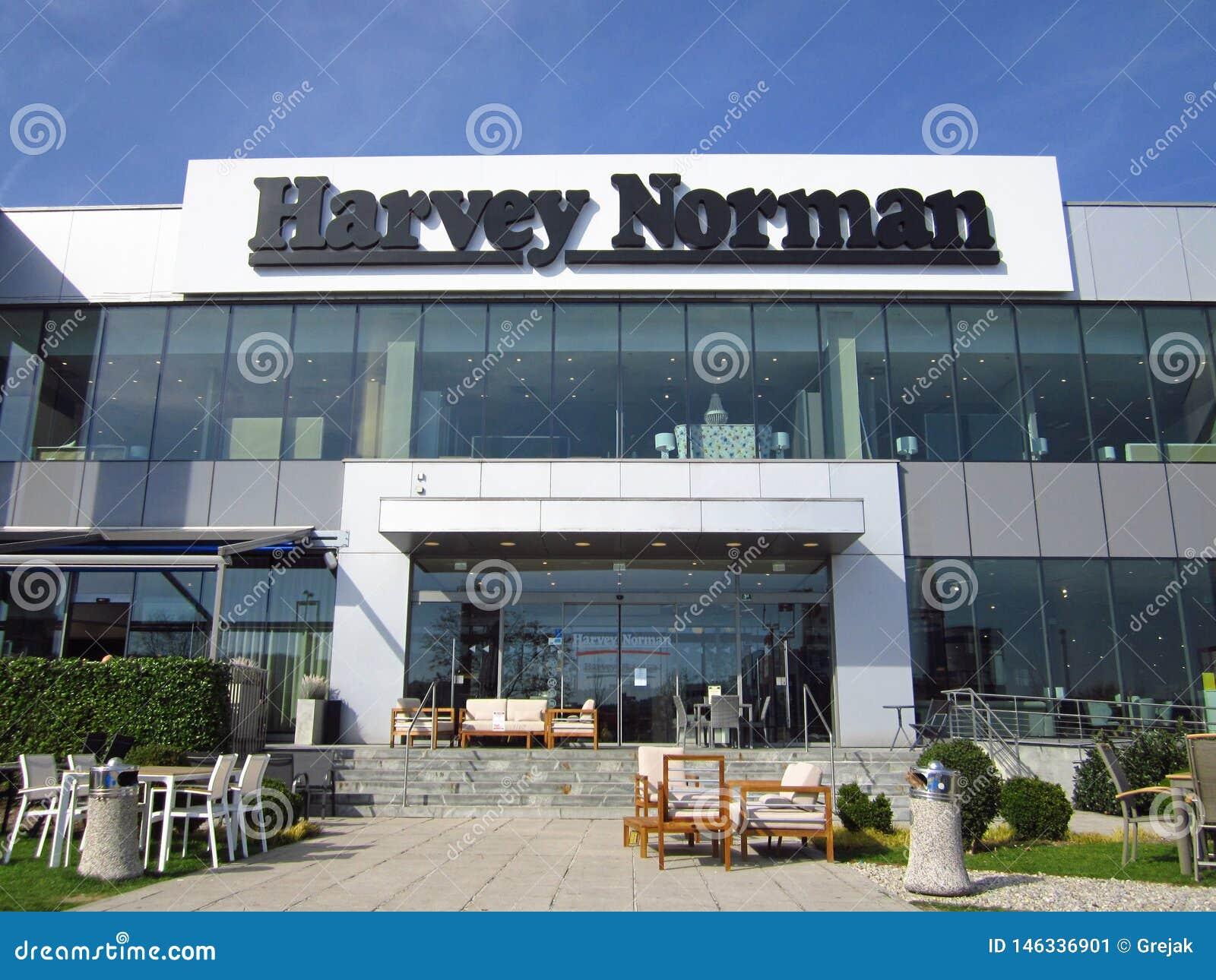Muestra de la tienda de Harvey Norman en un edificio