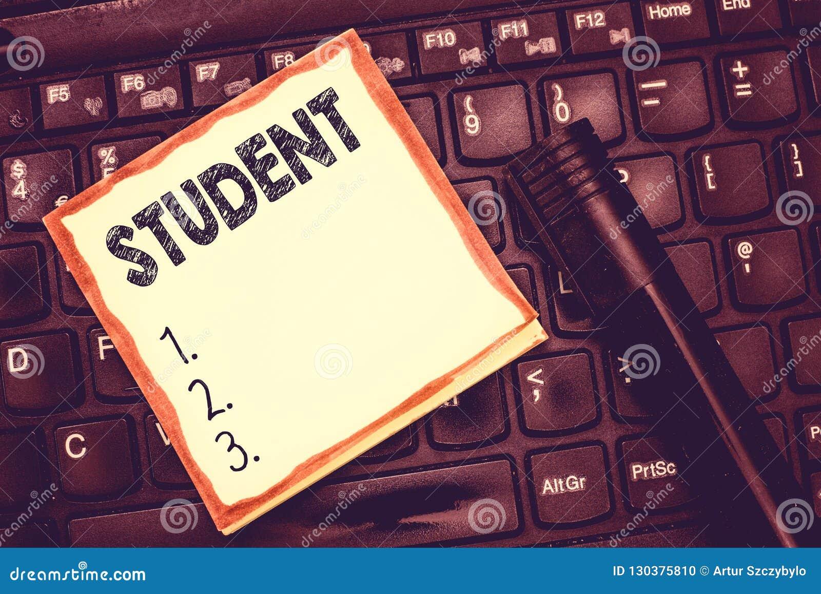 Muestra del texto que muestra al estudiante Persona conceptual de la foto que está estudiando el alumno de la escuela que recibe