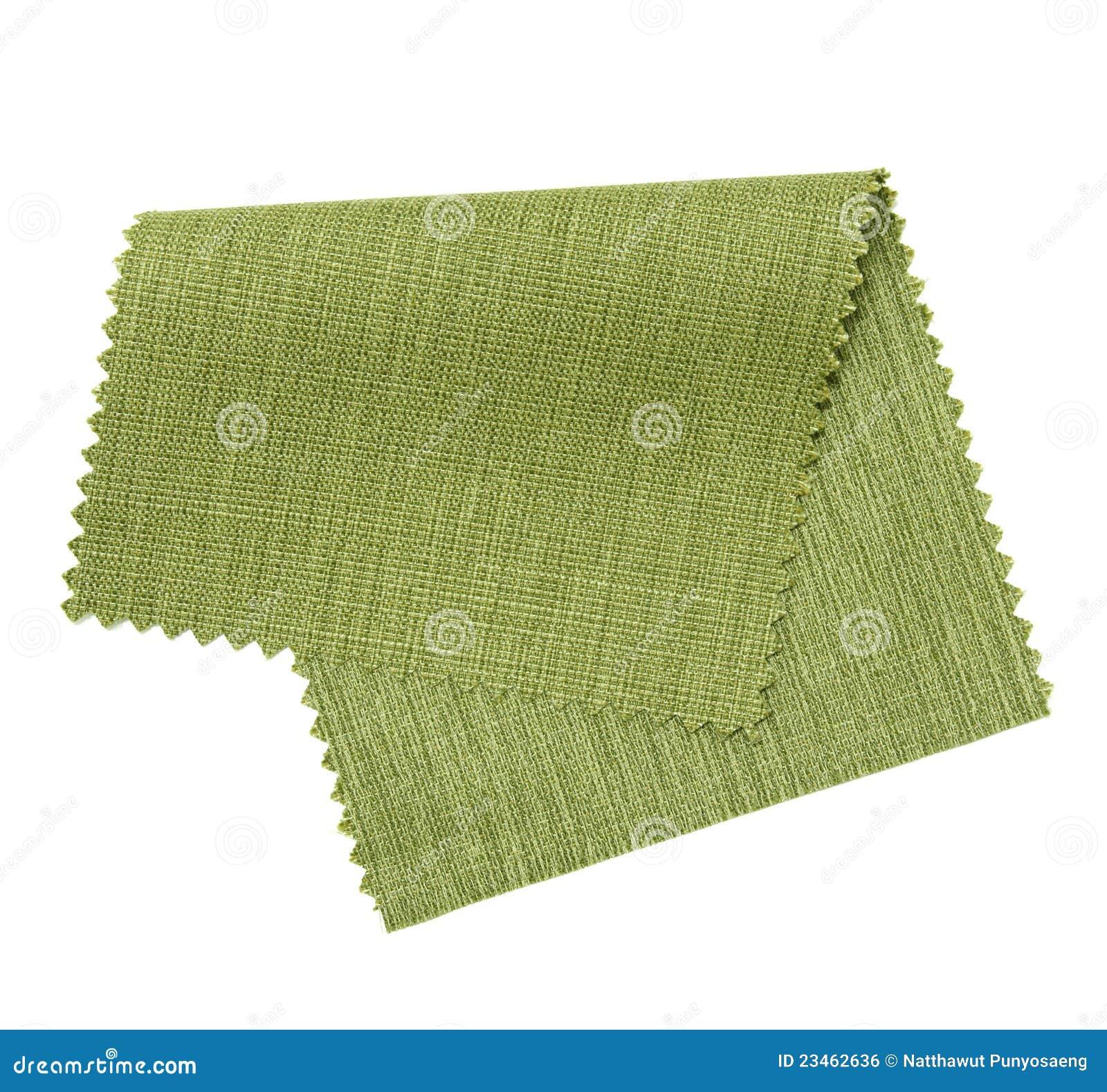 Muestra verde de la tela aislada en blanco