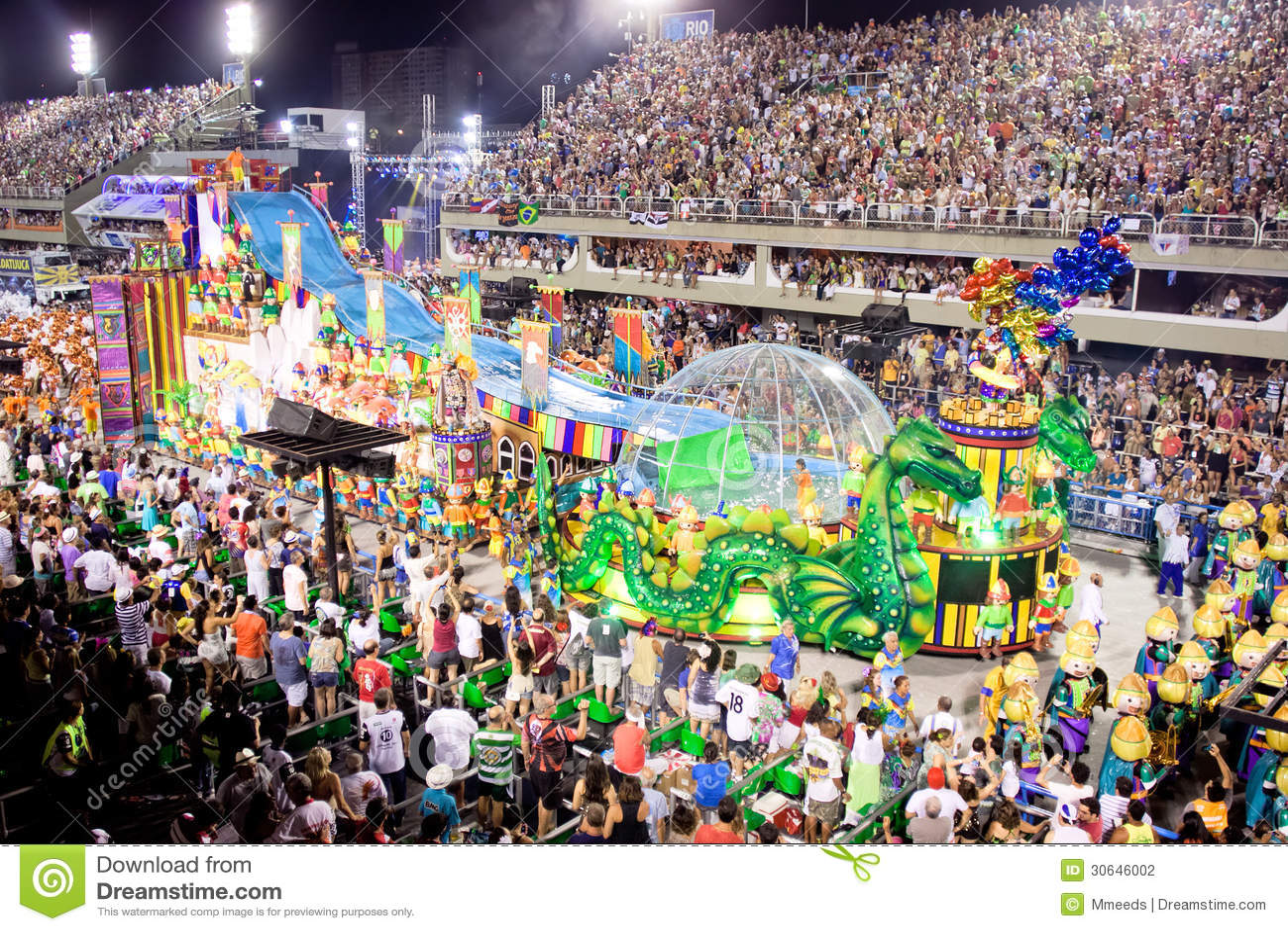 Muestre con las decoraciones en el carnaval Sambodromo en Río