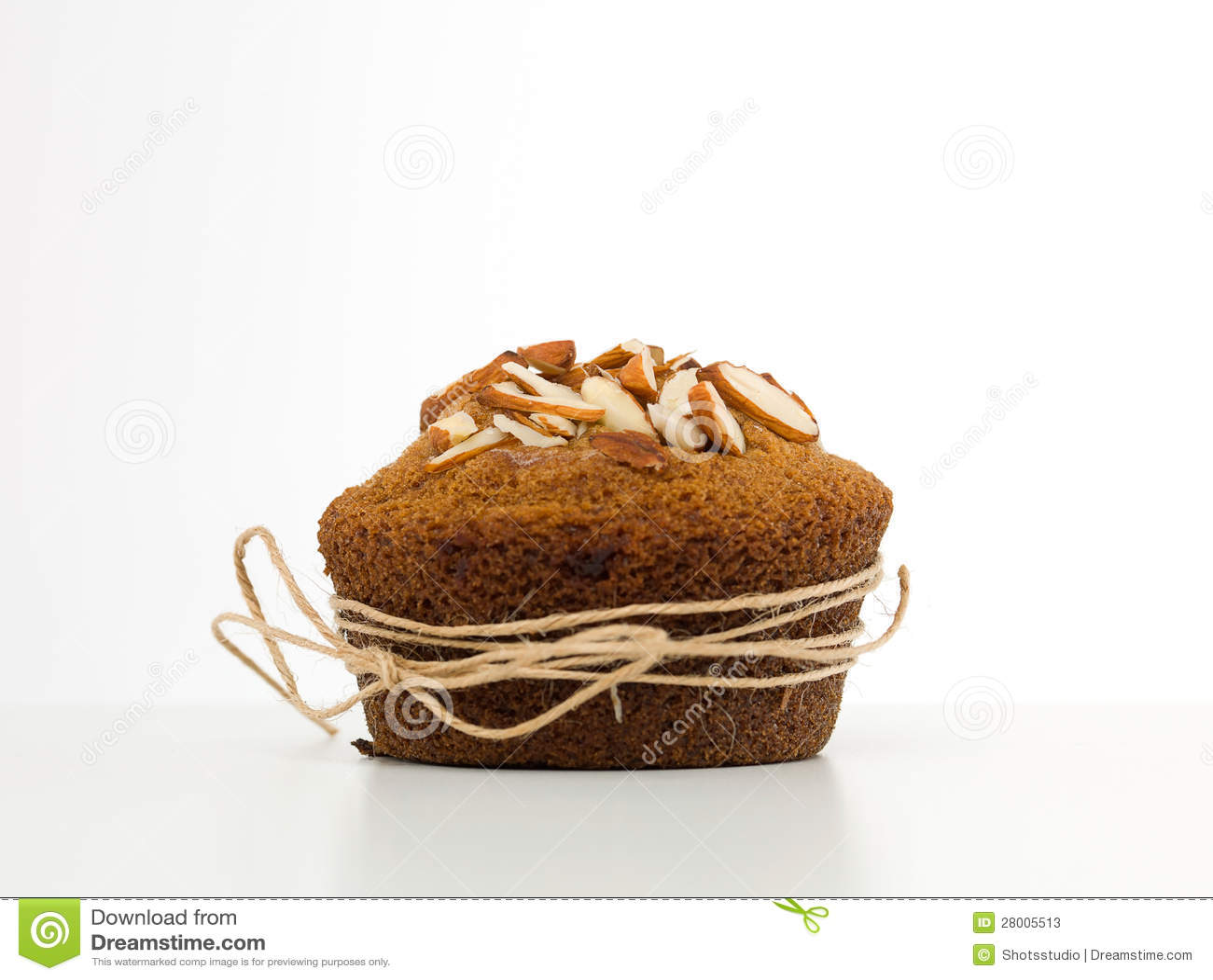 Muffin αμυγδάλων που τυλίγεται με μια συμβολοσειρά