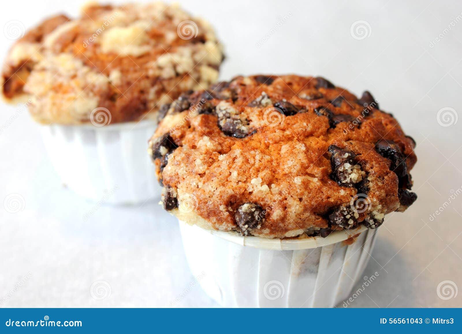 Muffin τσιπ σοκολάτας ανθυγειινή κινηματογράφηση σε πρώτο πλάνο τροφίμων