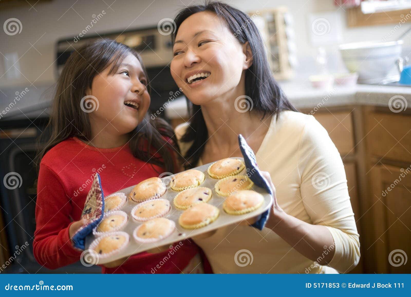 Muffins μητέρων κορών ψησίματος