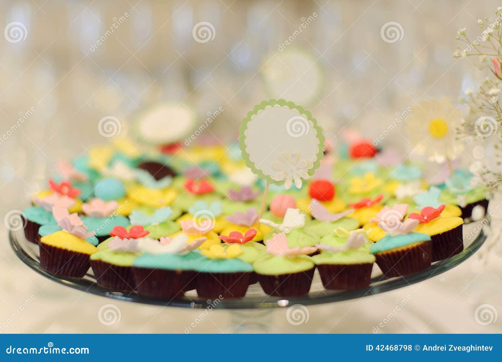 Muffins auf Behälter