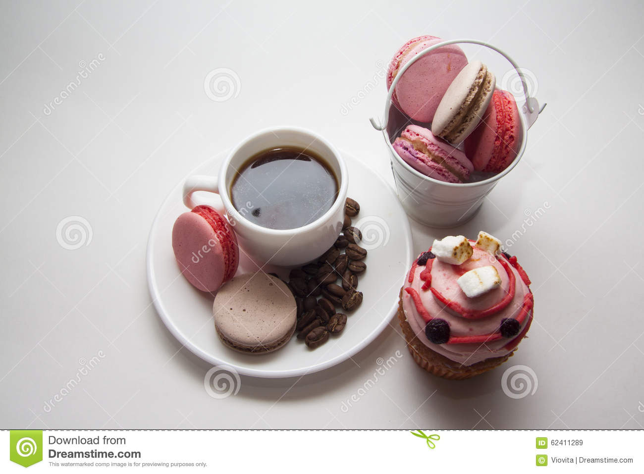 Muffins and maarons on coffee plate