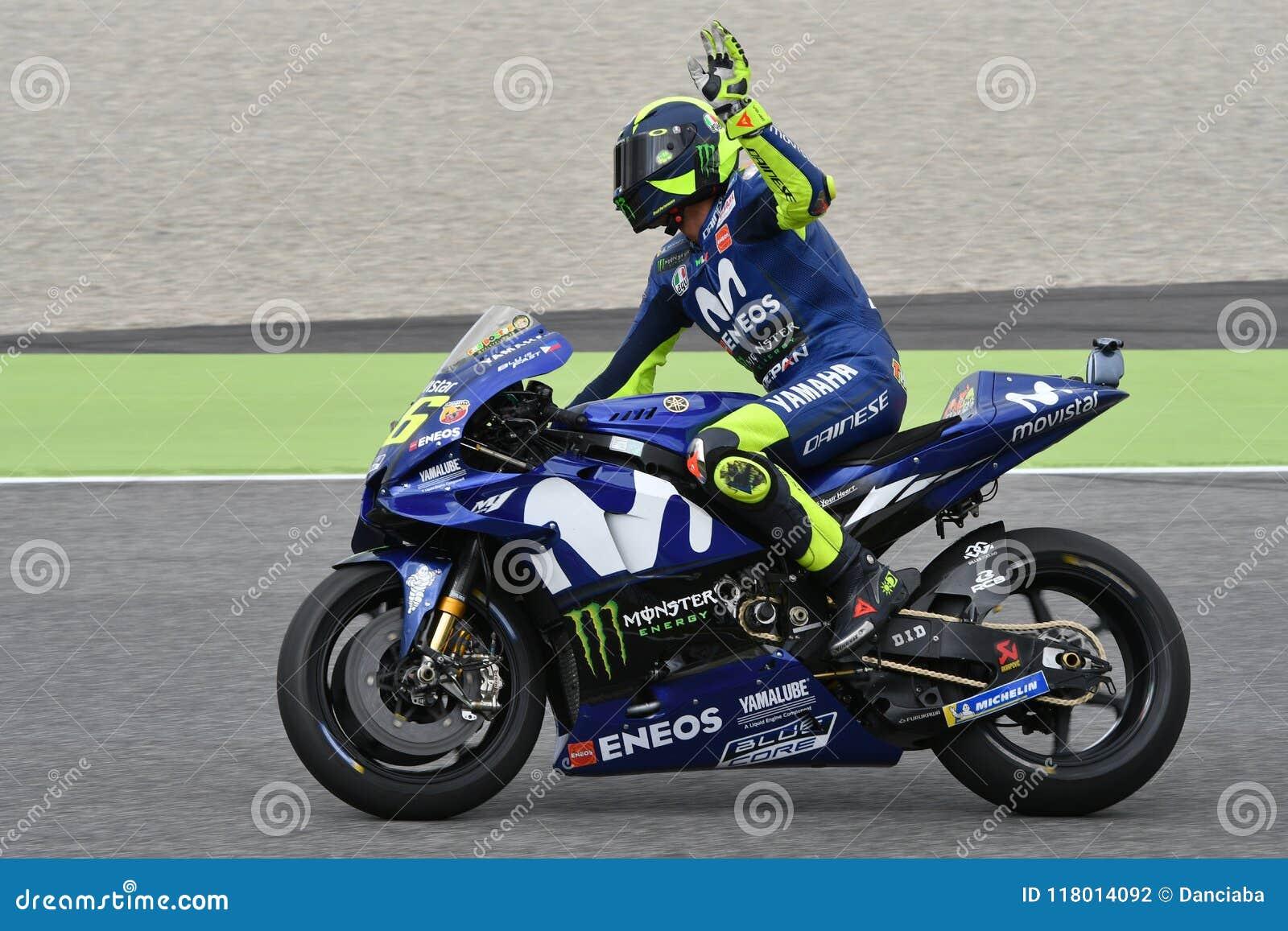 MUGELLO - ИТАЛИЯ, ИЮНЬ: Всадник Valentino Rossi команды Yamaha Movistar итальянки на GP 2018 Италии MotoGP в июне 2018